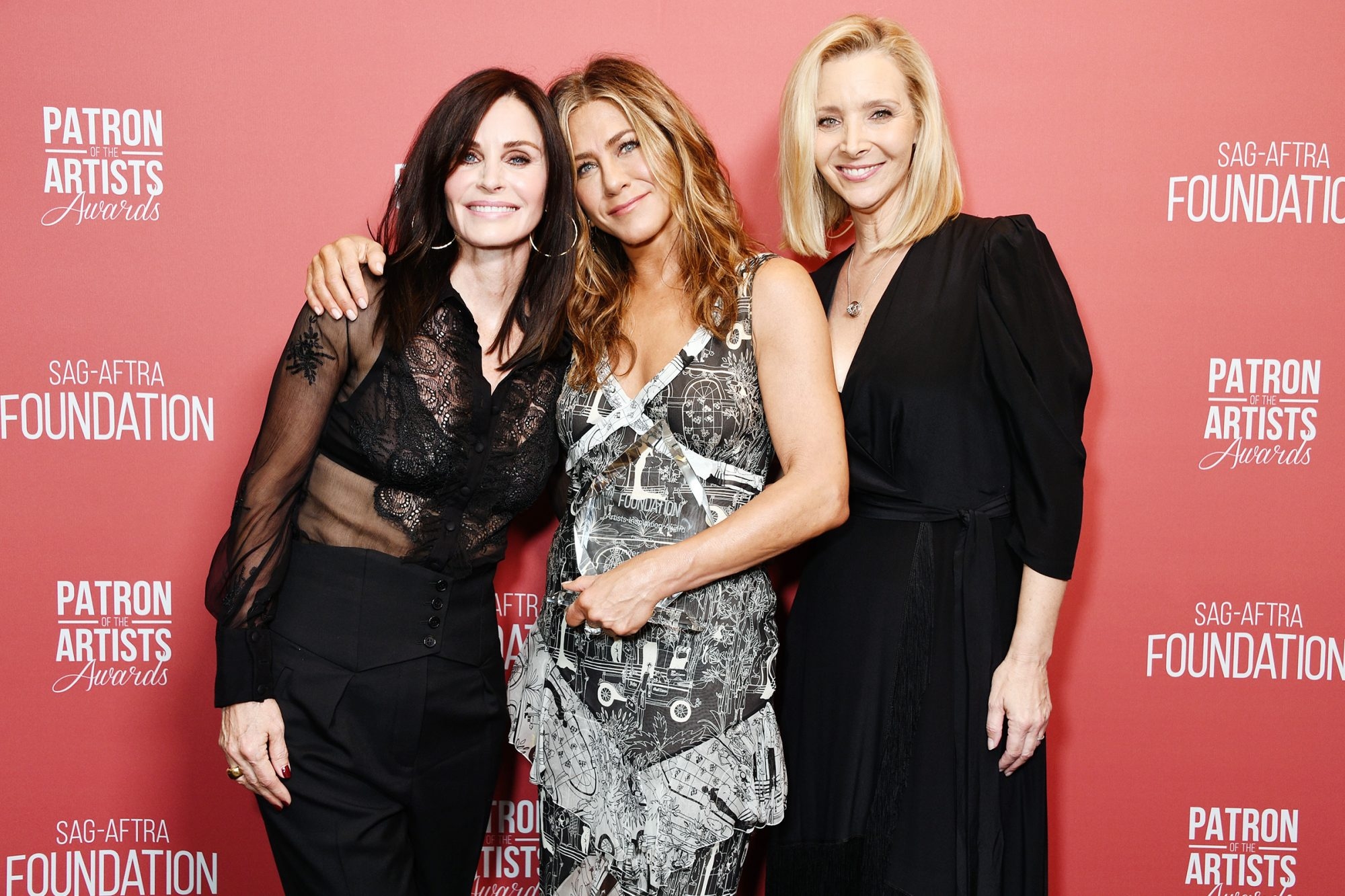 Courteney Cox, winner of the 'Artists Inspiration Award' Jennifer Aniston and Lisa Kudrow attend SAG-AFTRA Foundation's 4th Annual Patron of the Artists Awards at Wallis Annenberg Center for the Performing Arts on November 07, 2019 in Beverly Hills