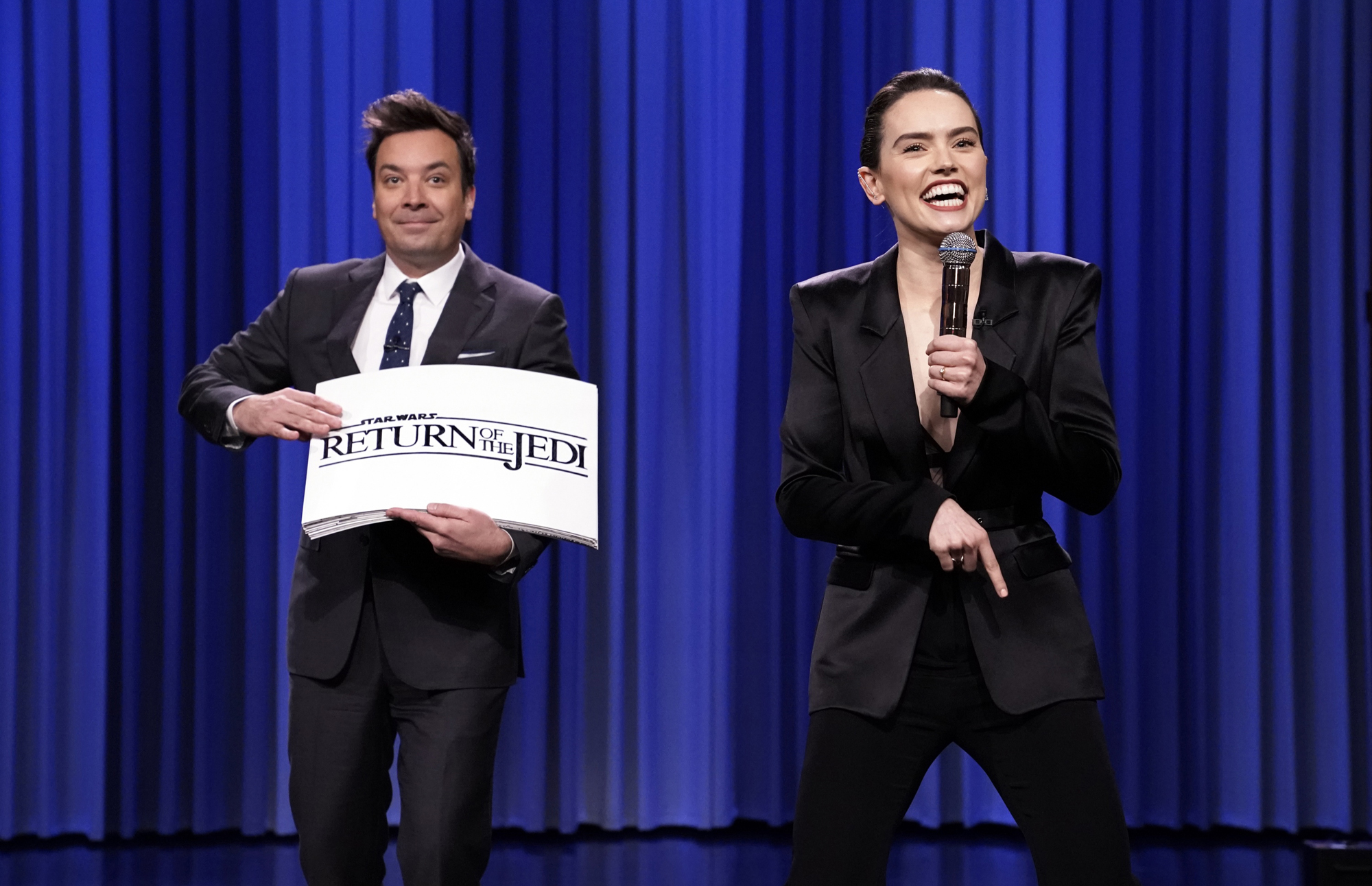 "Jimmy Fallon and Daisy Ridley during ""Star Wars Recap Rap"""
