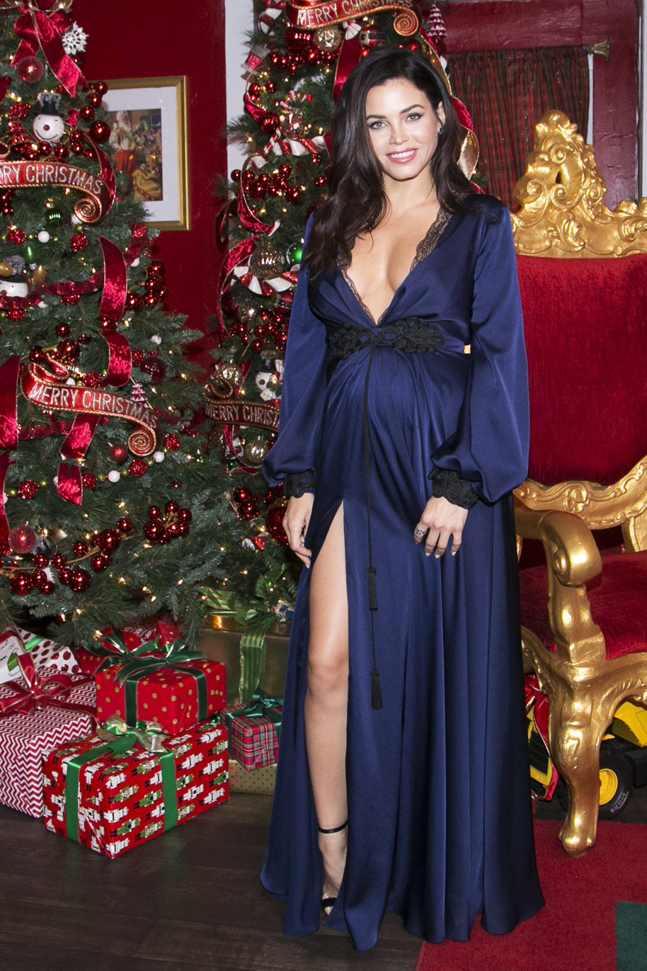 Jenna Dewan attends The Americana At Brand Annual Christmas Tree Lighting And Show at The Americana at Brand on November 14, 2019 in Glendale, California