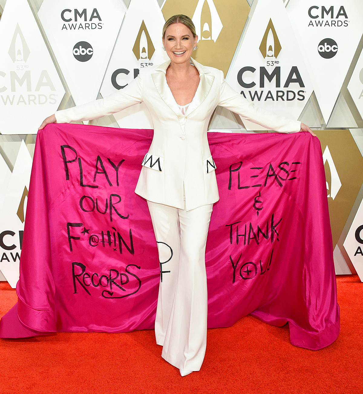 Jennifer Nettles attends the 53rd annual CMA Awards at the Music City Center on Novem