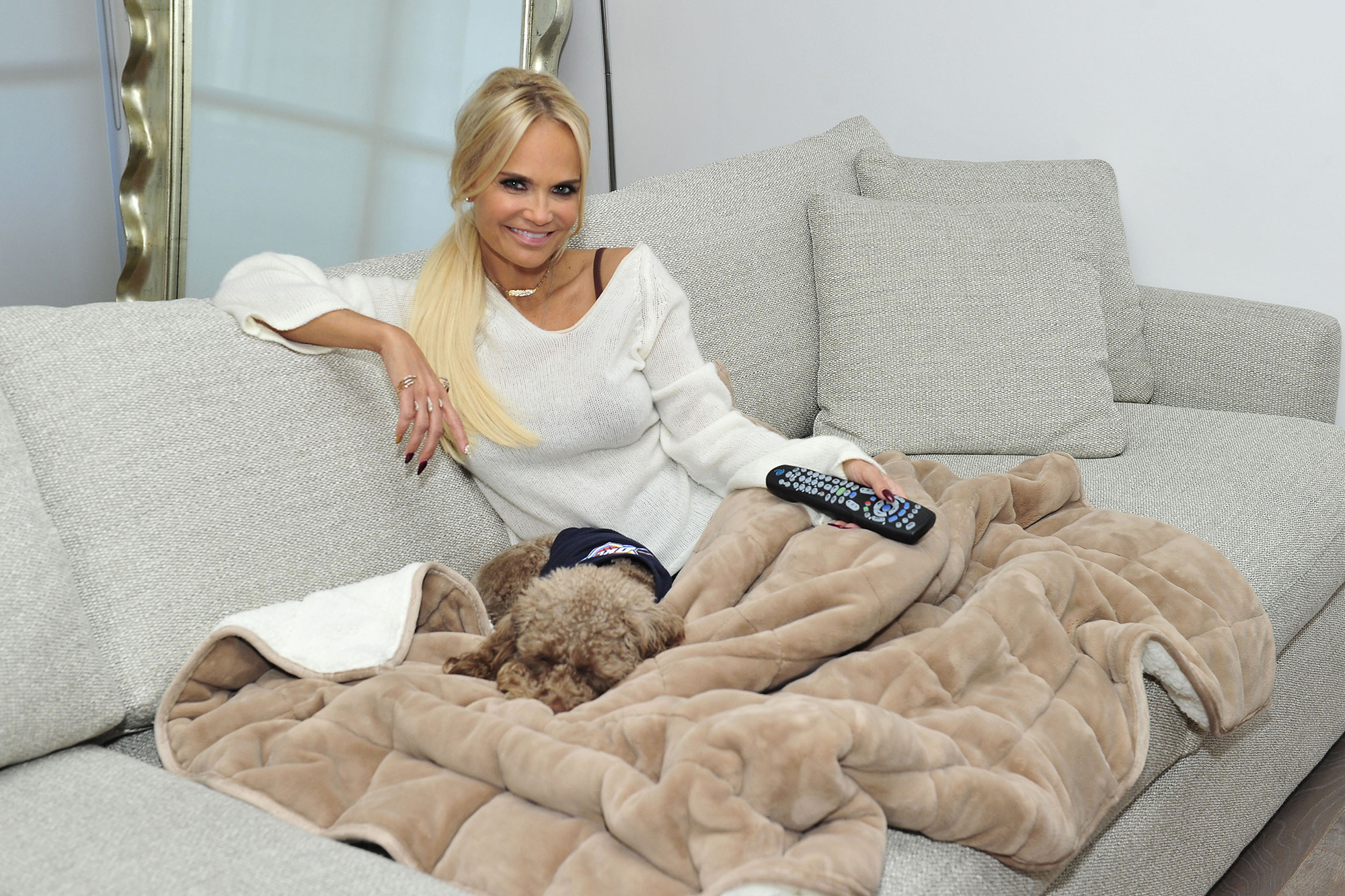 Kristin-Chenoweth-therapedic-weighted-throw-blanket