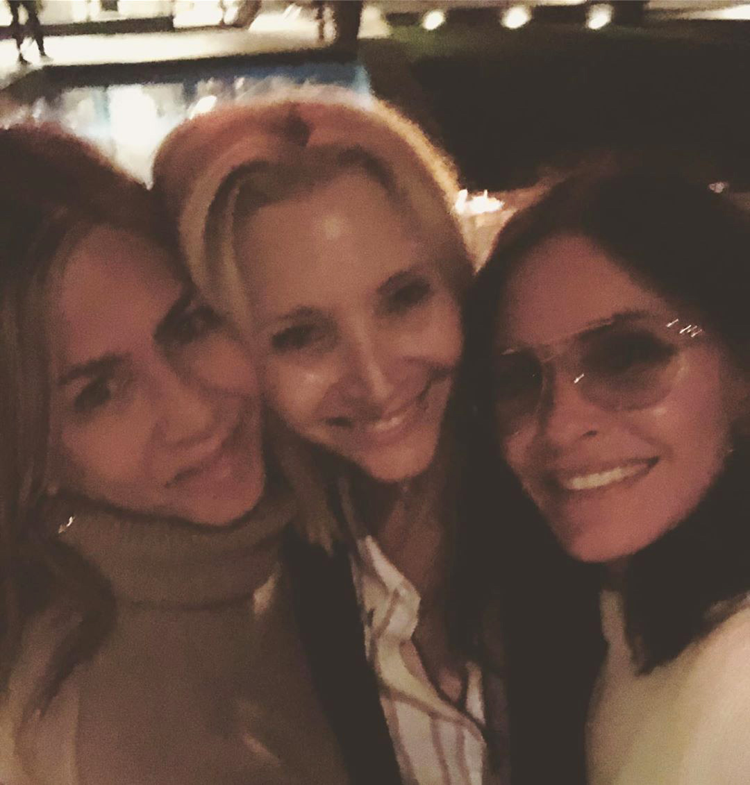 Lisa Kudrow Shares Smiley Selfie with Jennifer Aniston and Courteney Cox: 'Girls Night'