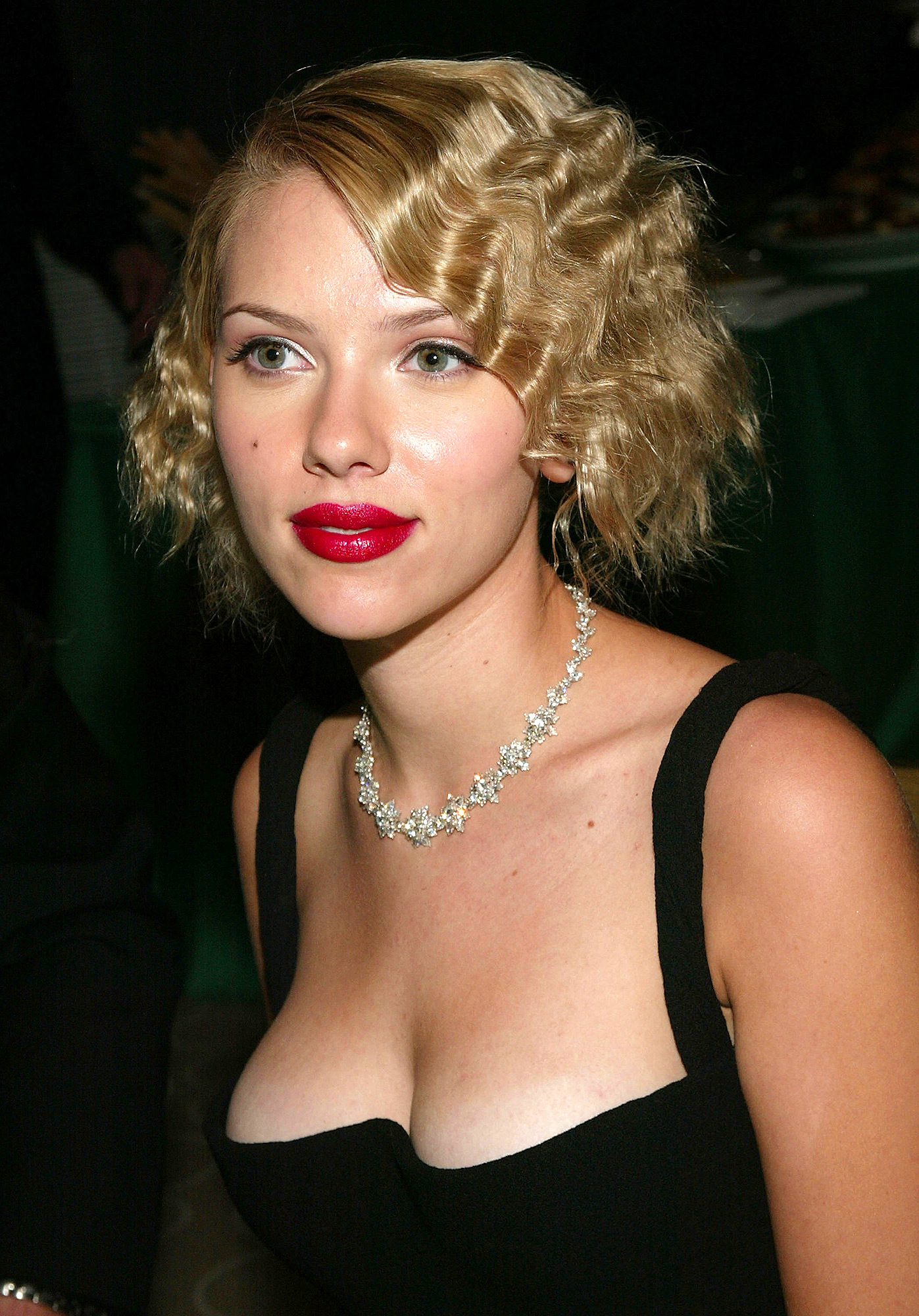 Scarlett Johansson attends the 2004 Tony Awards Gala after-party