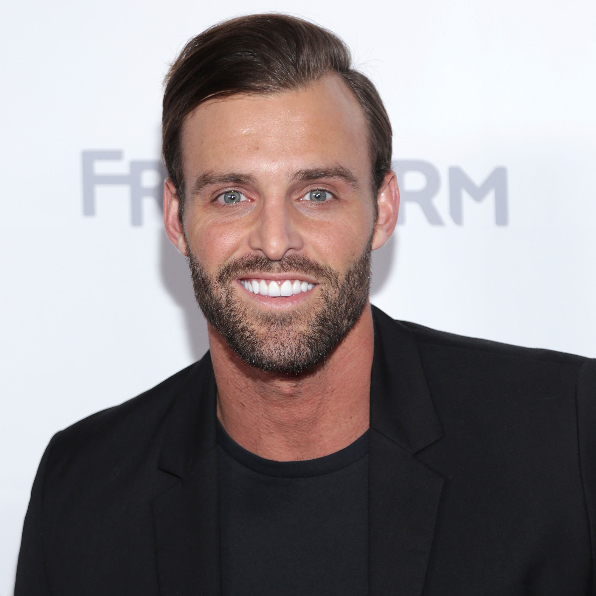 Bachelor-Contenders-robby-hayes
