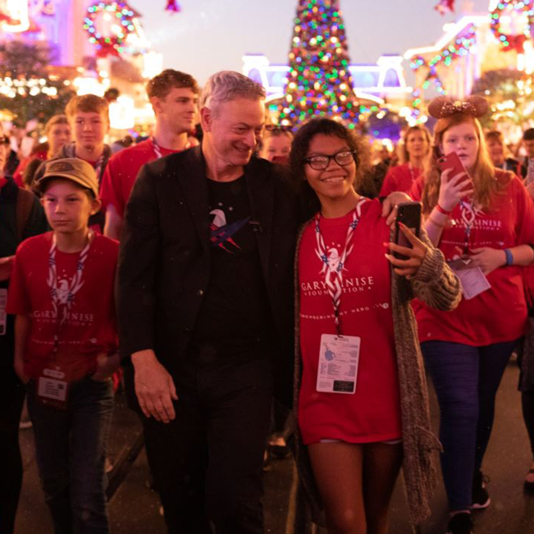 'Forest Gump' Actor Gary Sinise Treats 1,000 Gold Star Children to Free Disney World Vacation