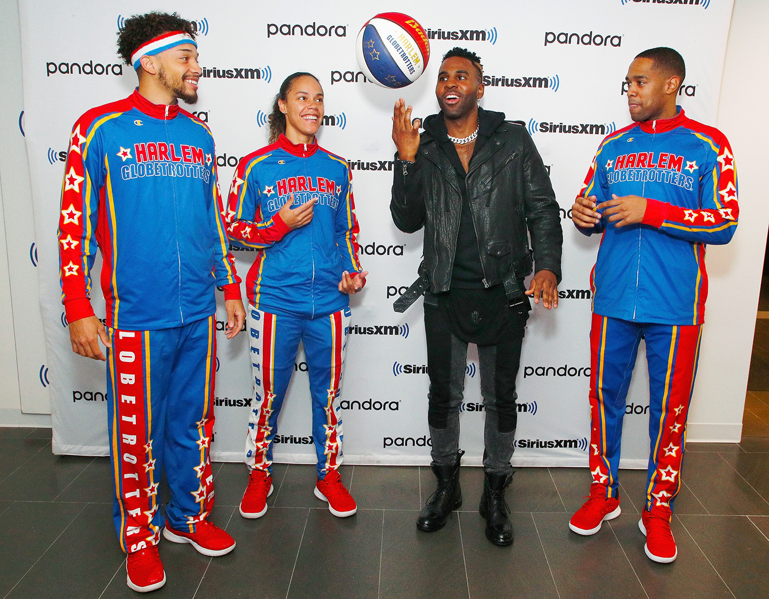 Jason Derulo (2nd R) and members of the Harlem globetrotters visit the SiriusXM Studios on December 16, 2019 in New York City