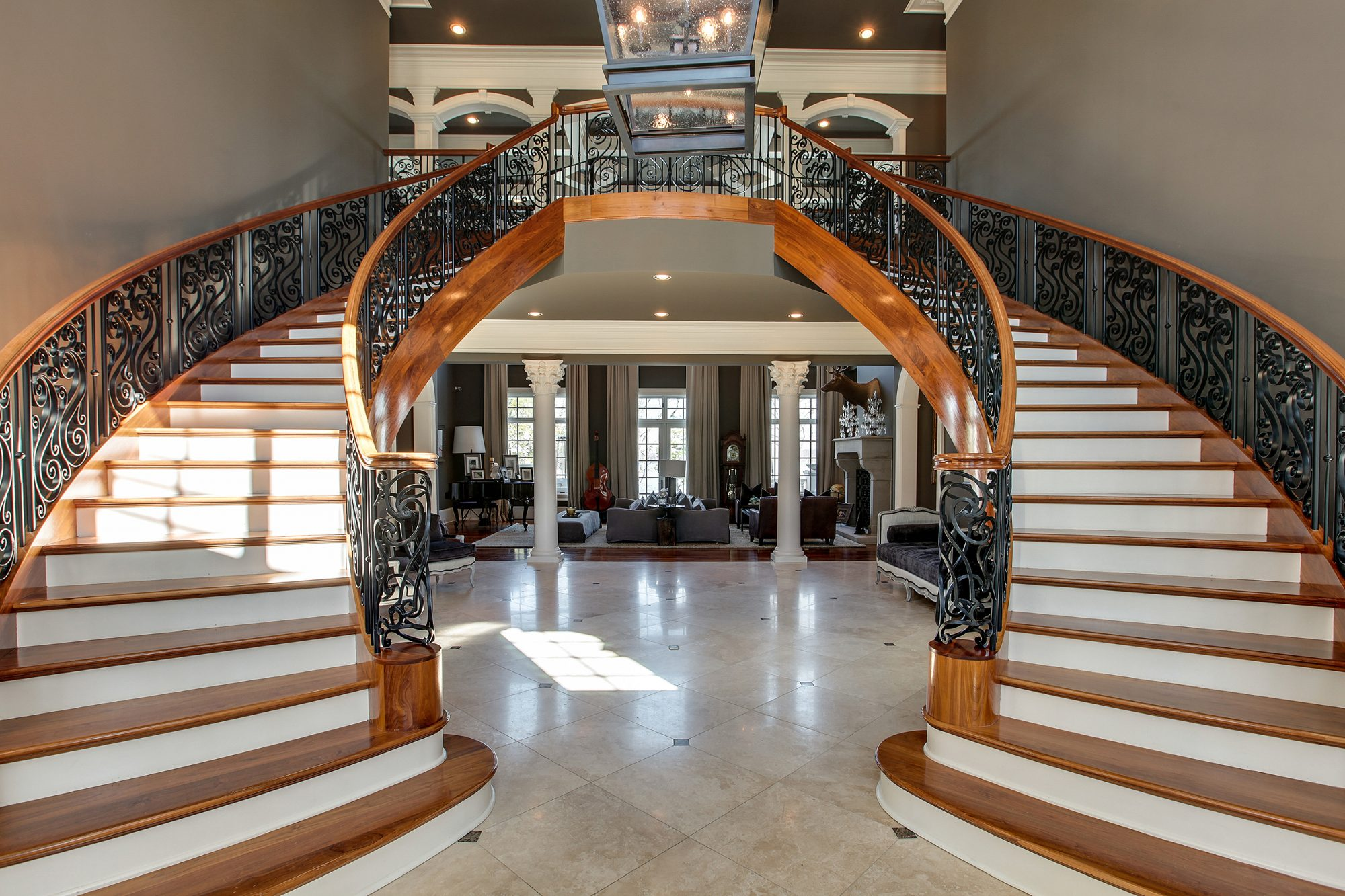 Kelly Clarkson's Tennessee Lake Mansion