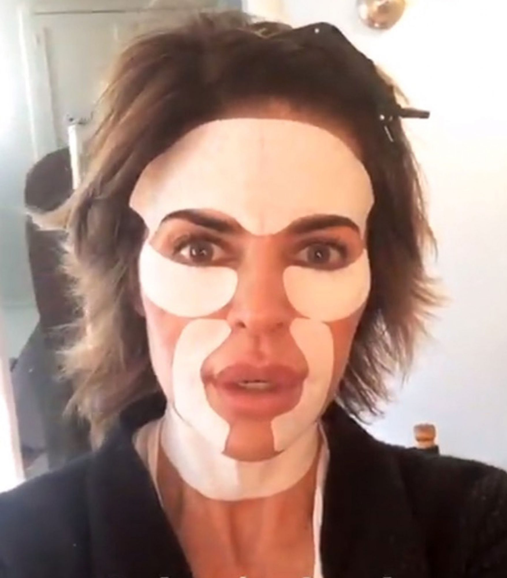 Lisa Rinna face mask Snapchat