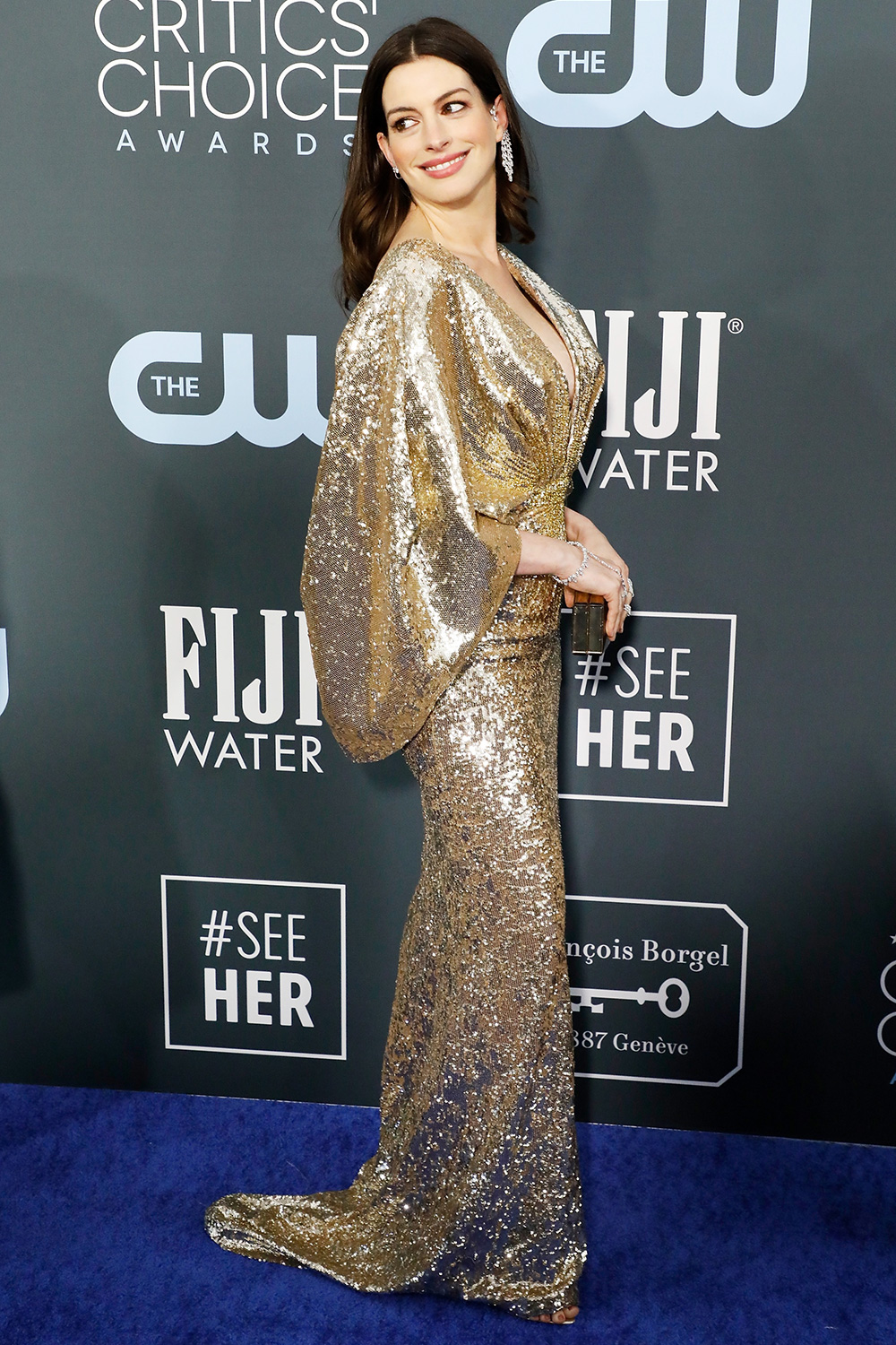 Anne Hathaway attends the 25th Annual Critics' Choice Awards at Barker Hangar on January 12, 2020 in Santa Monica, California