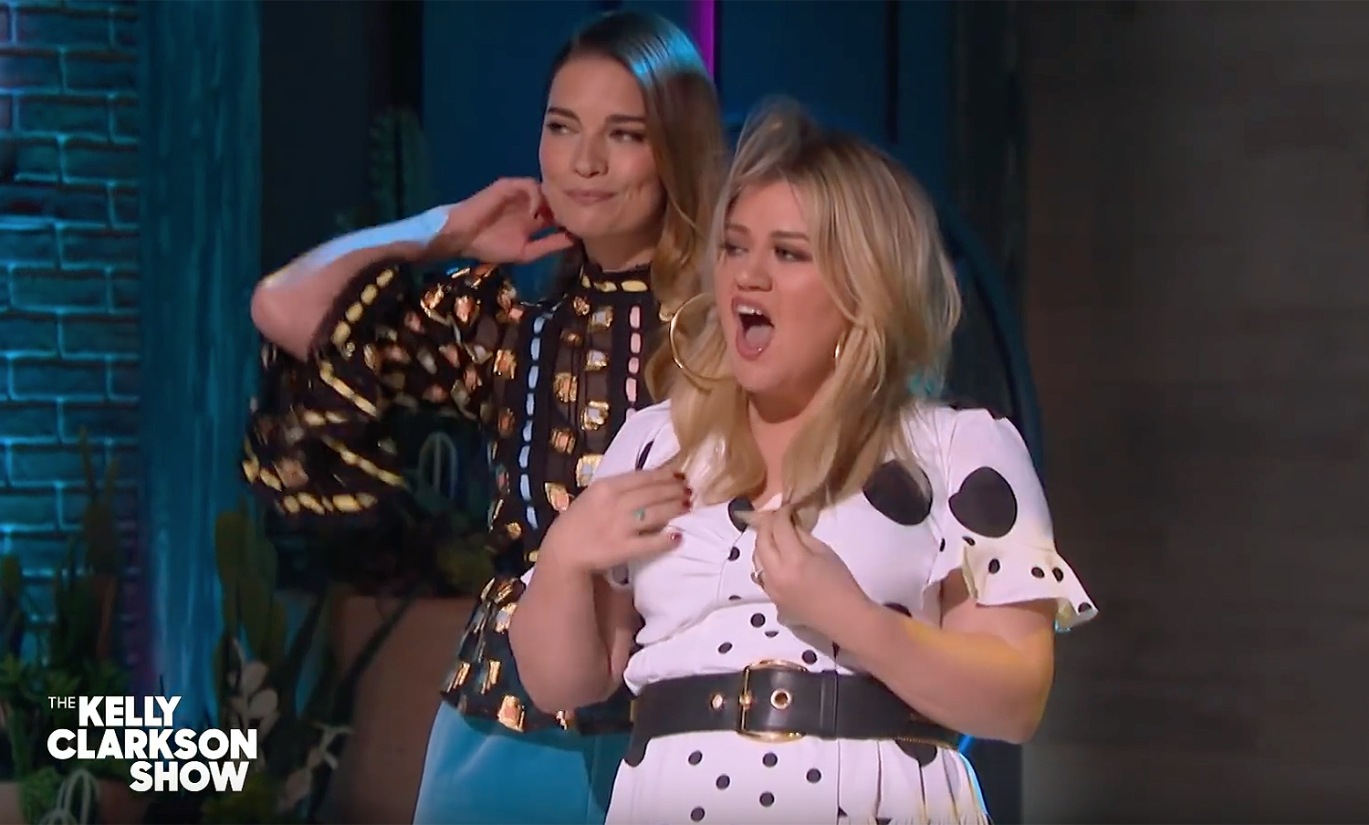 Kelly Clarkson and Annie Murphy