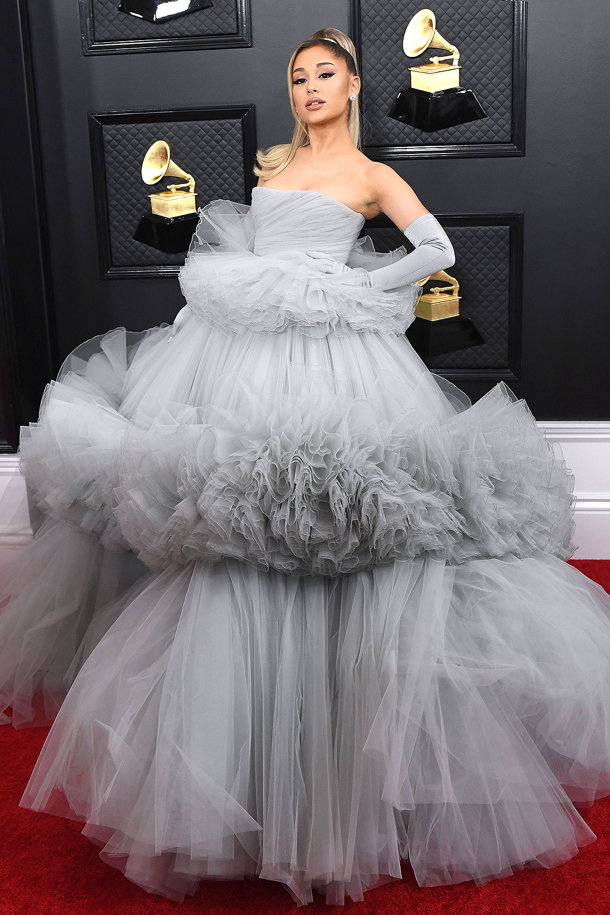 grammys 2020 ariana grande wears a dramatic tulle ballgown on red carpet people com https people com style grammys 2020 ariana grande ballgown parents red carpet