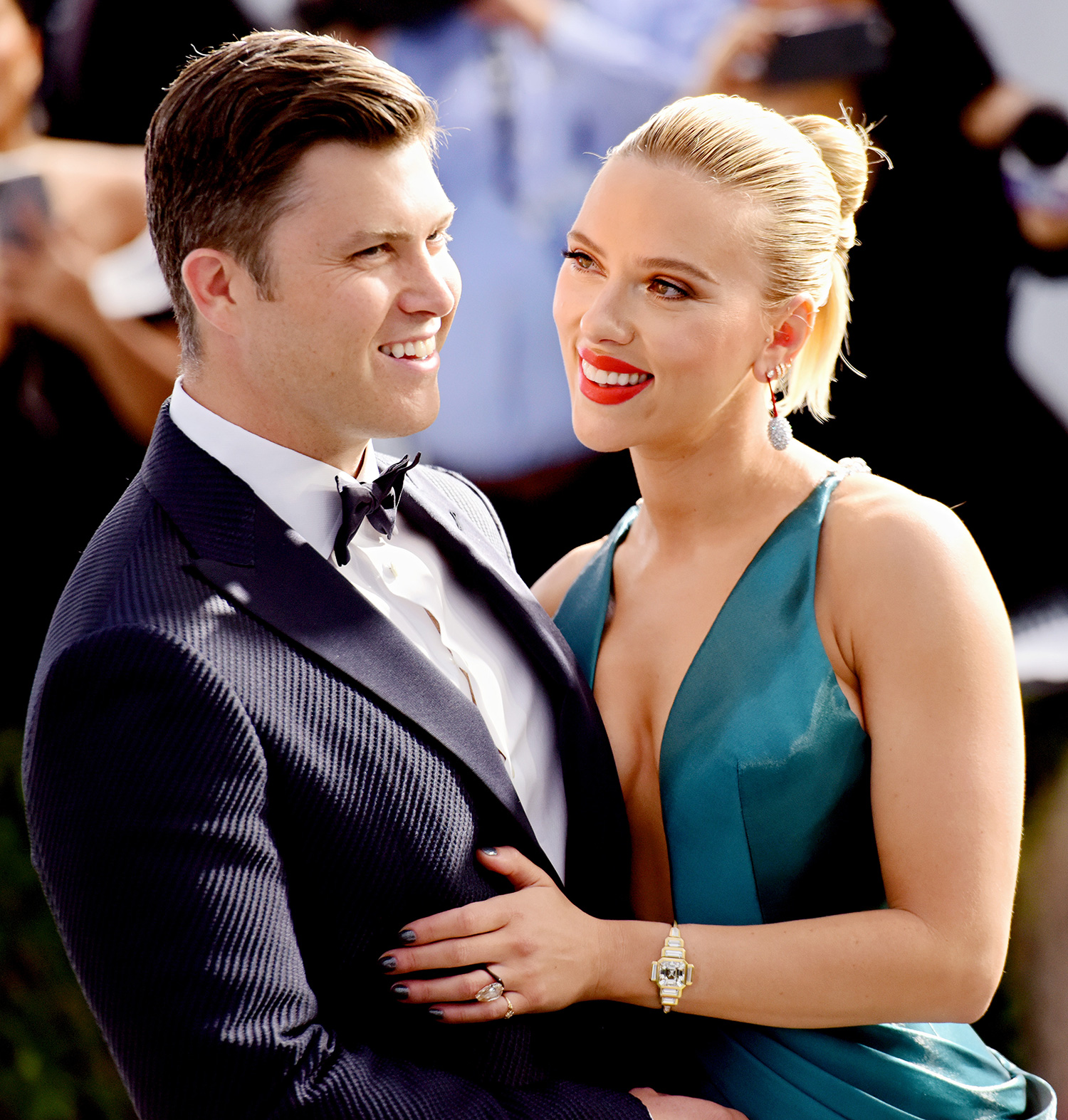 Colin Jost (L) and Scarlett Johansson attend the 26th annual Screen Actors Guild Awards at The Shrine Auditorium on January 19, 2020 in Los Angeles, California