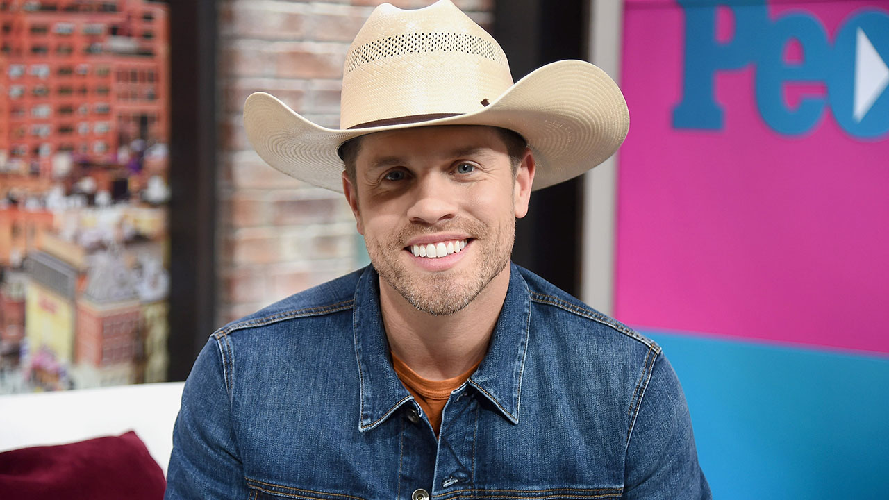 Dustin Lynch Shows Off His Go To Party Trick & Reveals What's Left on His Bucketlist