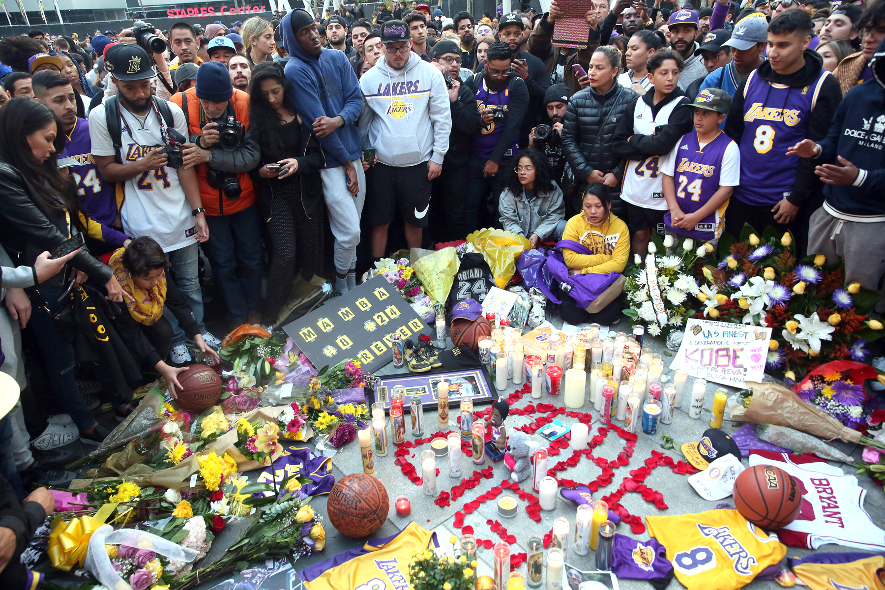 Tributes paid to Kobe Bryant