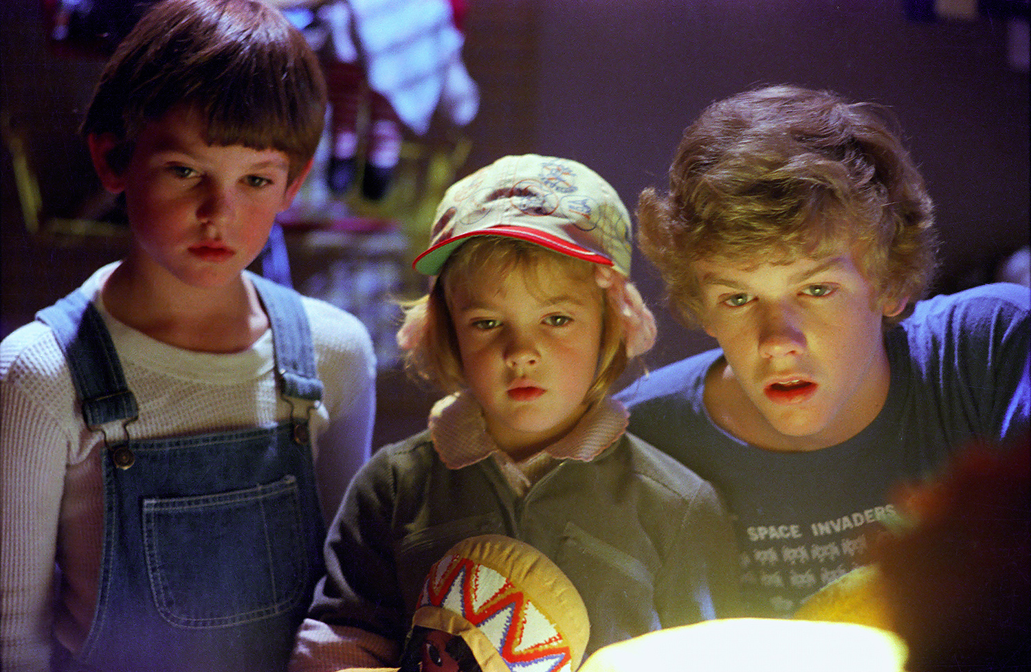 Henry Thomas, Drew Barrymore, and Robert Macnaughton