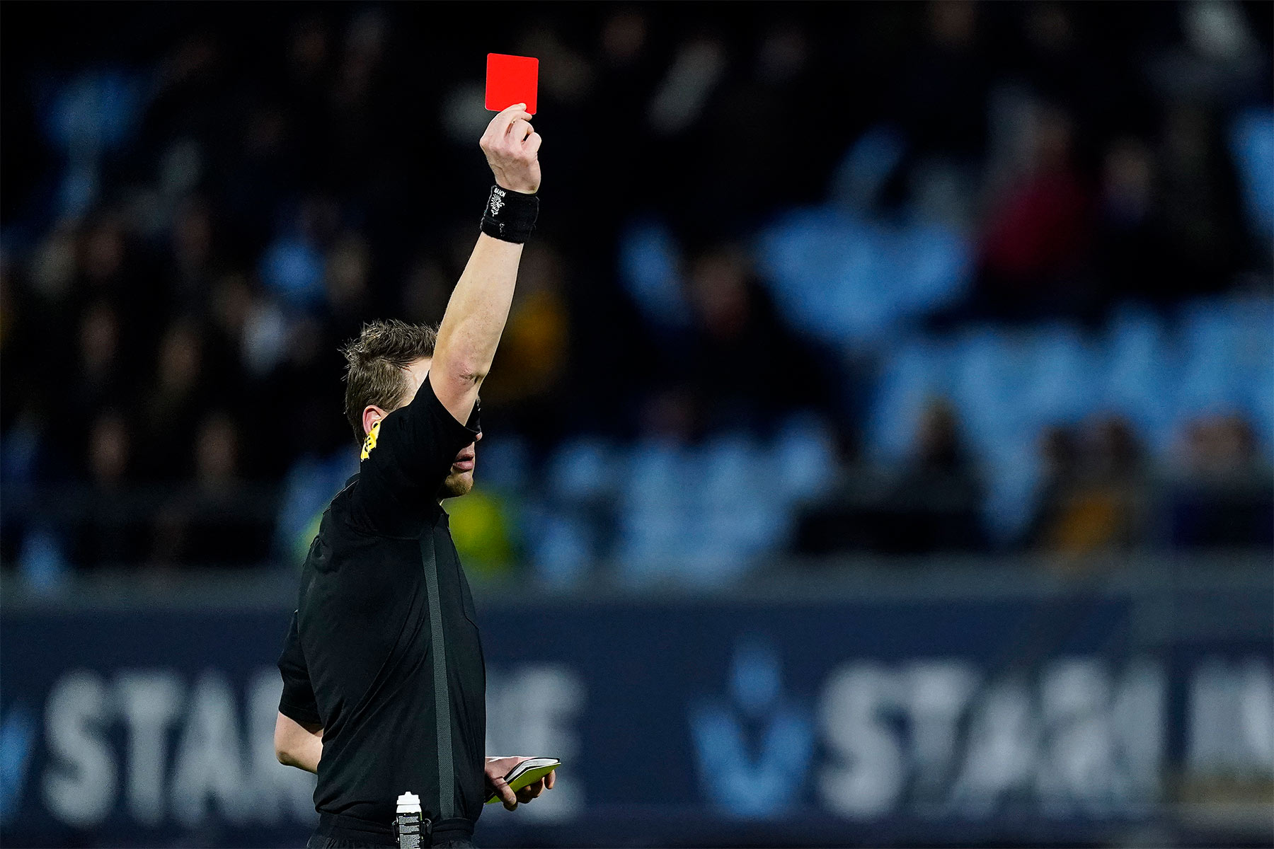 ref with red card