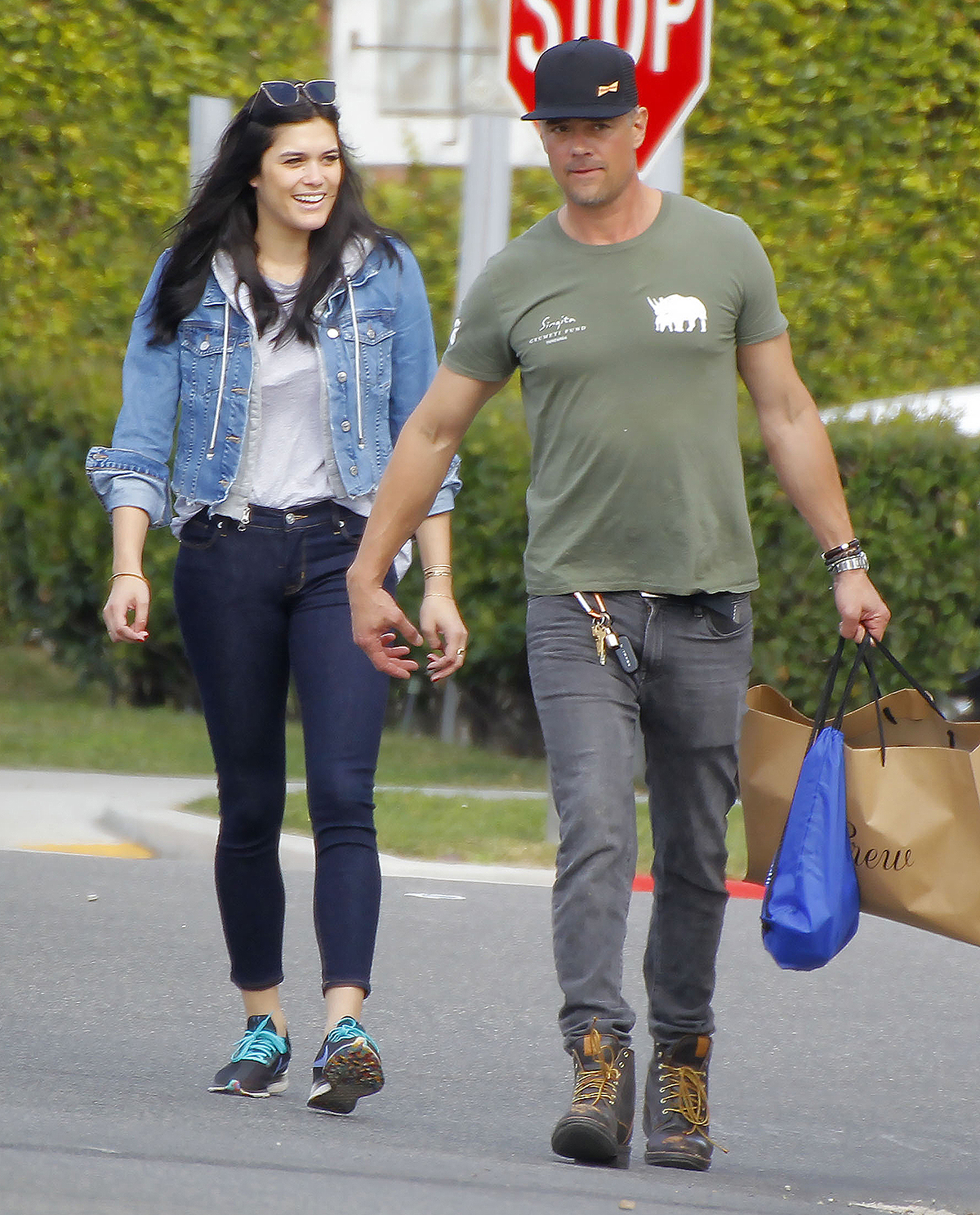 02/25/2020 EXCLUSIVE: Josh Duhamel and girlfriend Audra Mari are spotted holding hands during a rare outing in Los Angeles. Duhamel wore a trucker cap, green t-shirt, black jeans, and brown work boots.