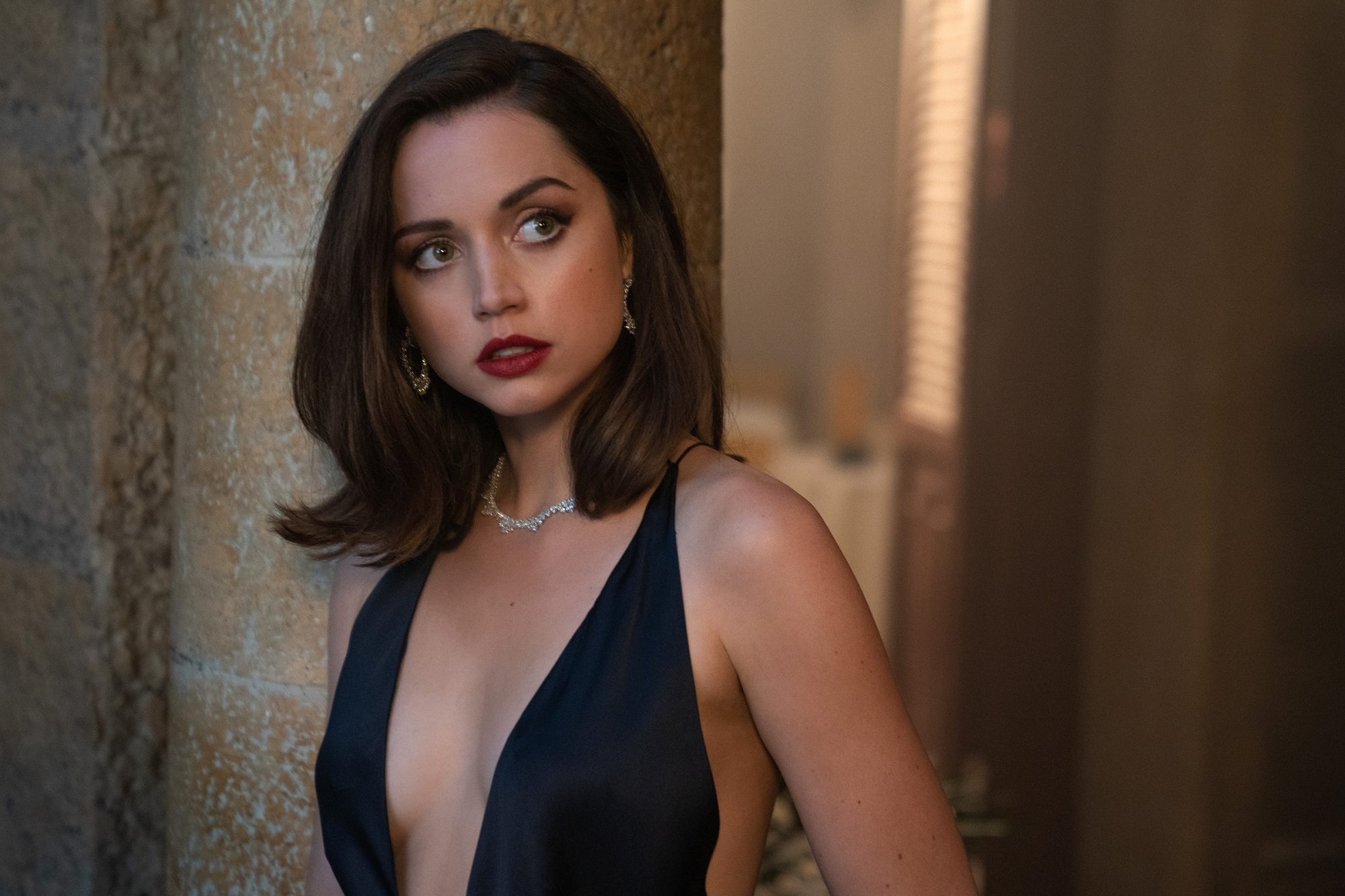 Paloma (Ana De Armas) in Cuba in NO TIME TO DIE, a DANJAQ and Metro Goldwyn Mayer Pictures film