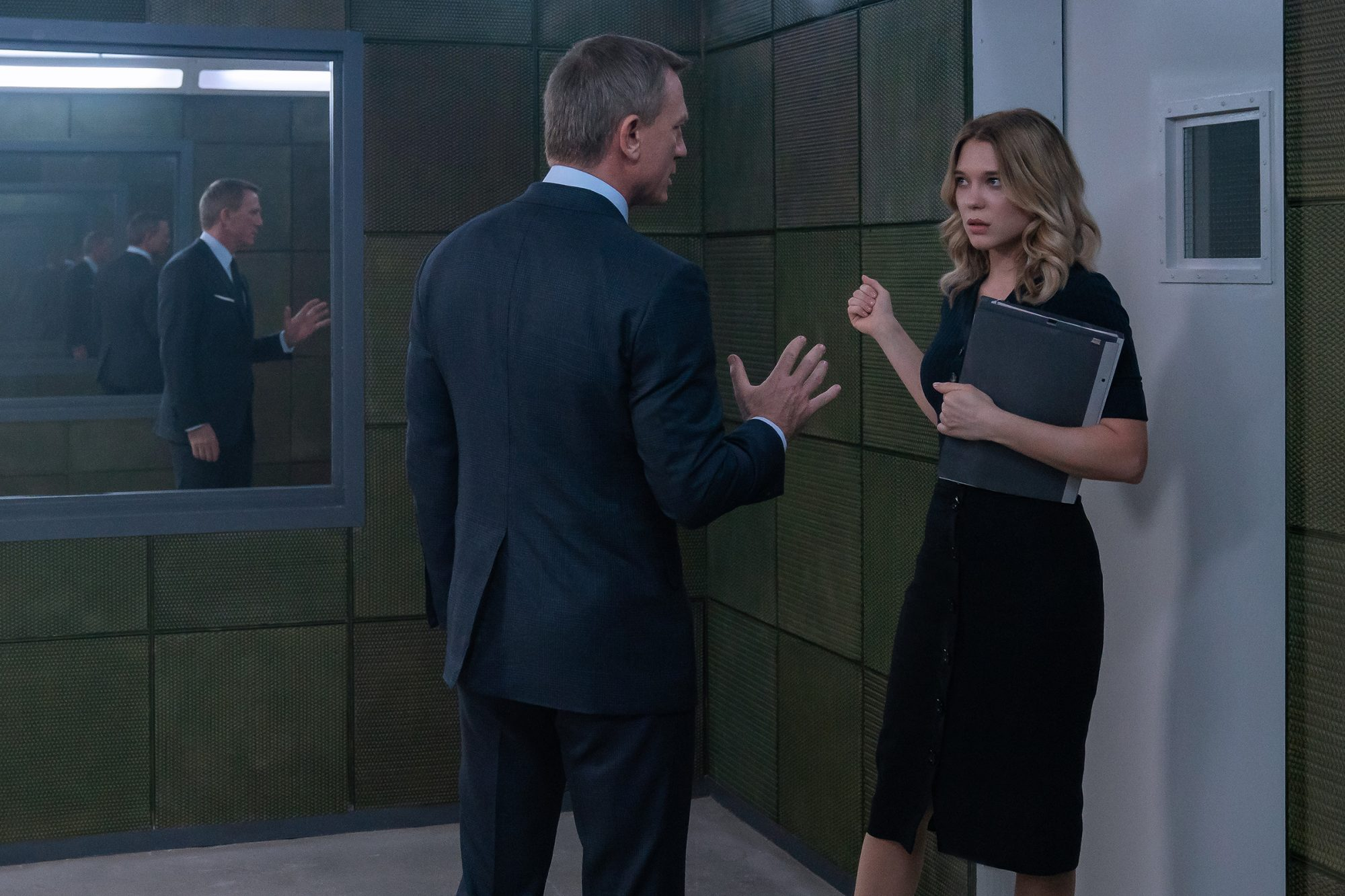 James Bond (Daniel Craig) in discussion with Dr. Madeleine Swann (Léa Seydoux) in NO TIME TO DIE, a DANJAQ and Metro Goldwyn Mayer Pictures film