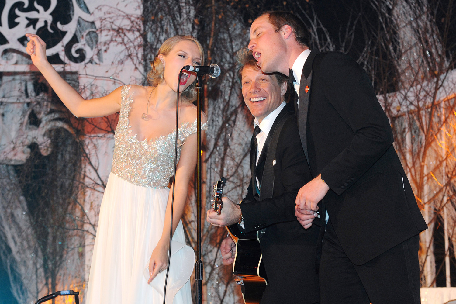 Taylor Swift, Jon Bon Jovi and Prince William, Duke of Cambridge perform during the Winter Whites Gala In Aid Of Centrepoint on November 26, 2013 in London, England