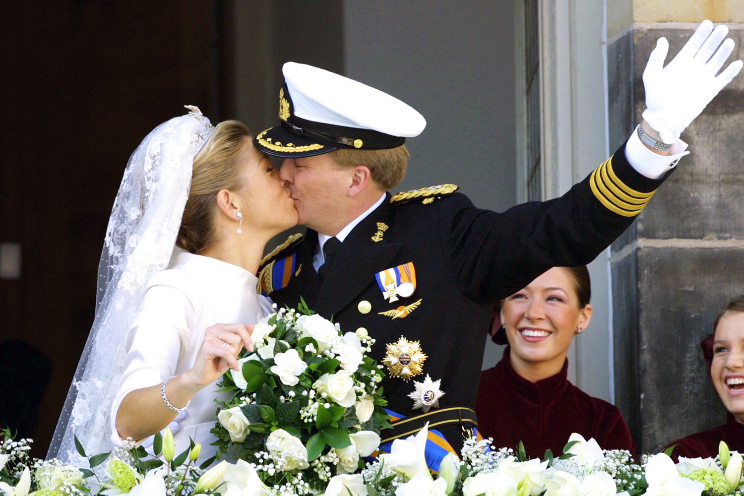 PRINCE WILLEM ALEXANDER AND MAXIMA ZORREGUIETA ON THE BALCONY OF THE ROYAL PALACE WEDDING OF PRINCE WILLEM ALEXANDER AND MAXIMA ZORREGUIETA IN AMSTERDAM, NETHERLANDS - 02 FEB 2002