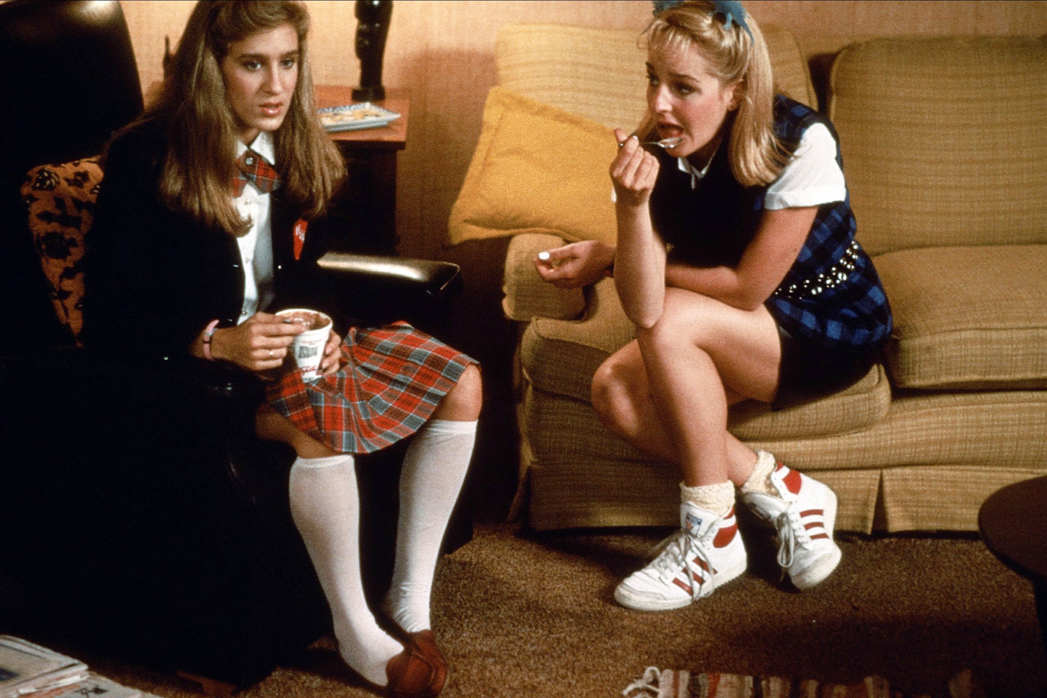 SARAH JESSICA PARKER, HELEN HUNT, GIRLS JUST WANT TO HAVE FUN, 1985
