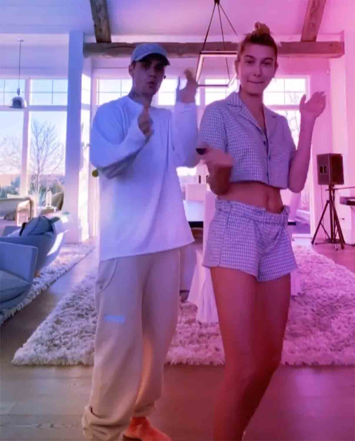 celebs at home Justin Bieber Hailey Baldwin