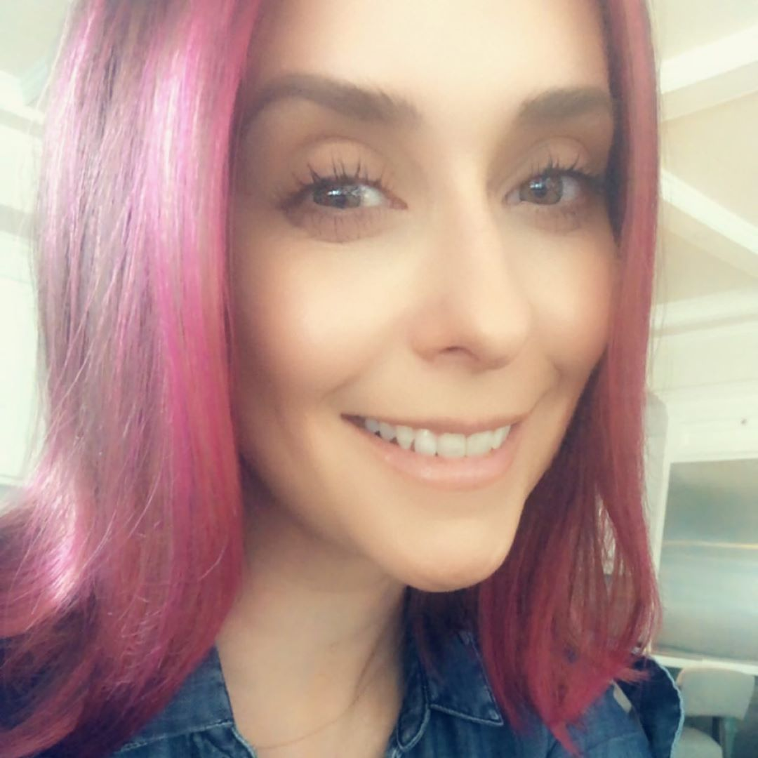 Jennifer Love Hewitt pink hair