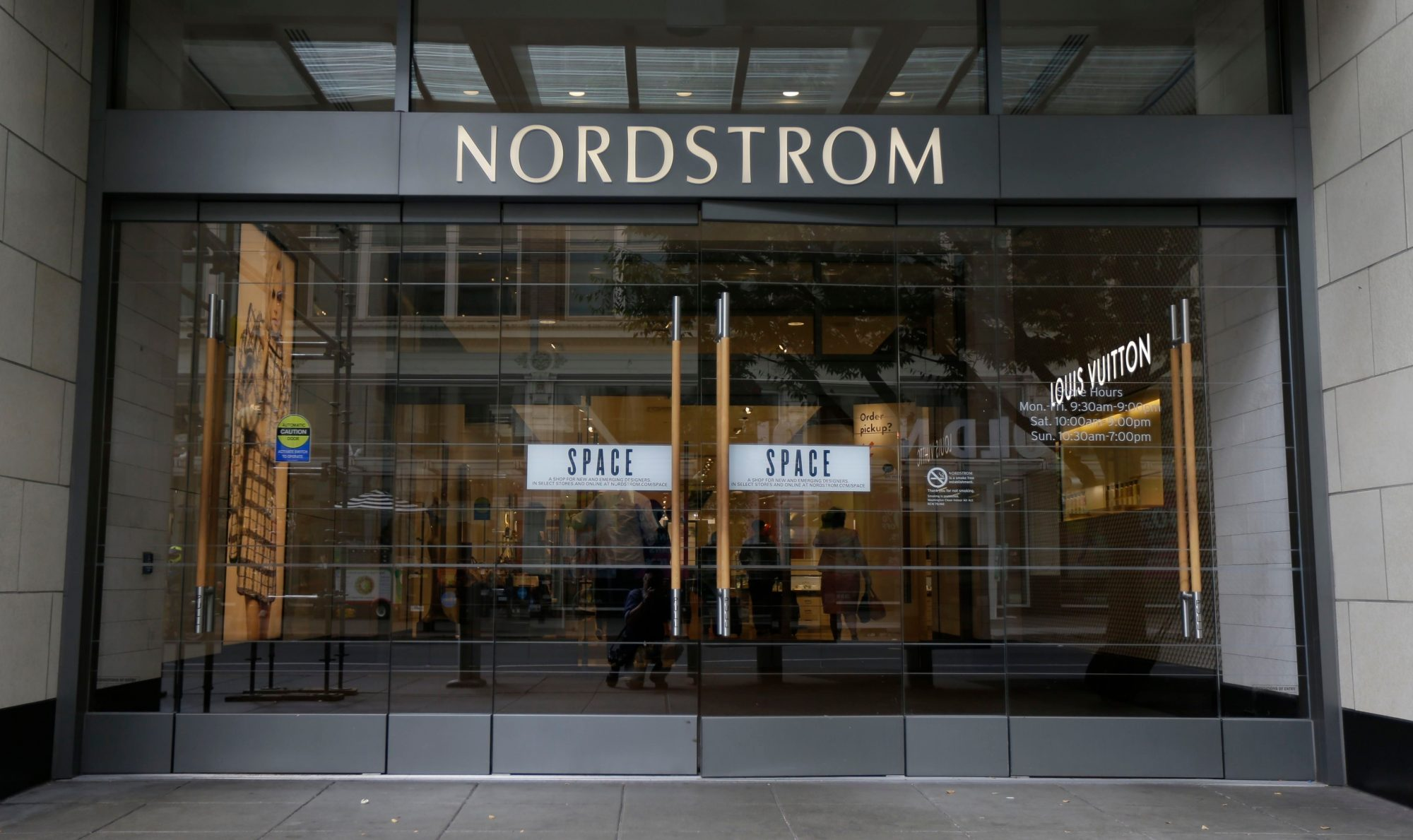 nordstrom stores with free shipping