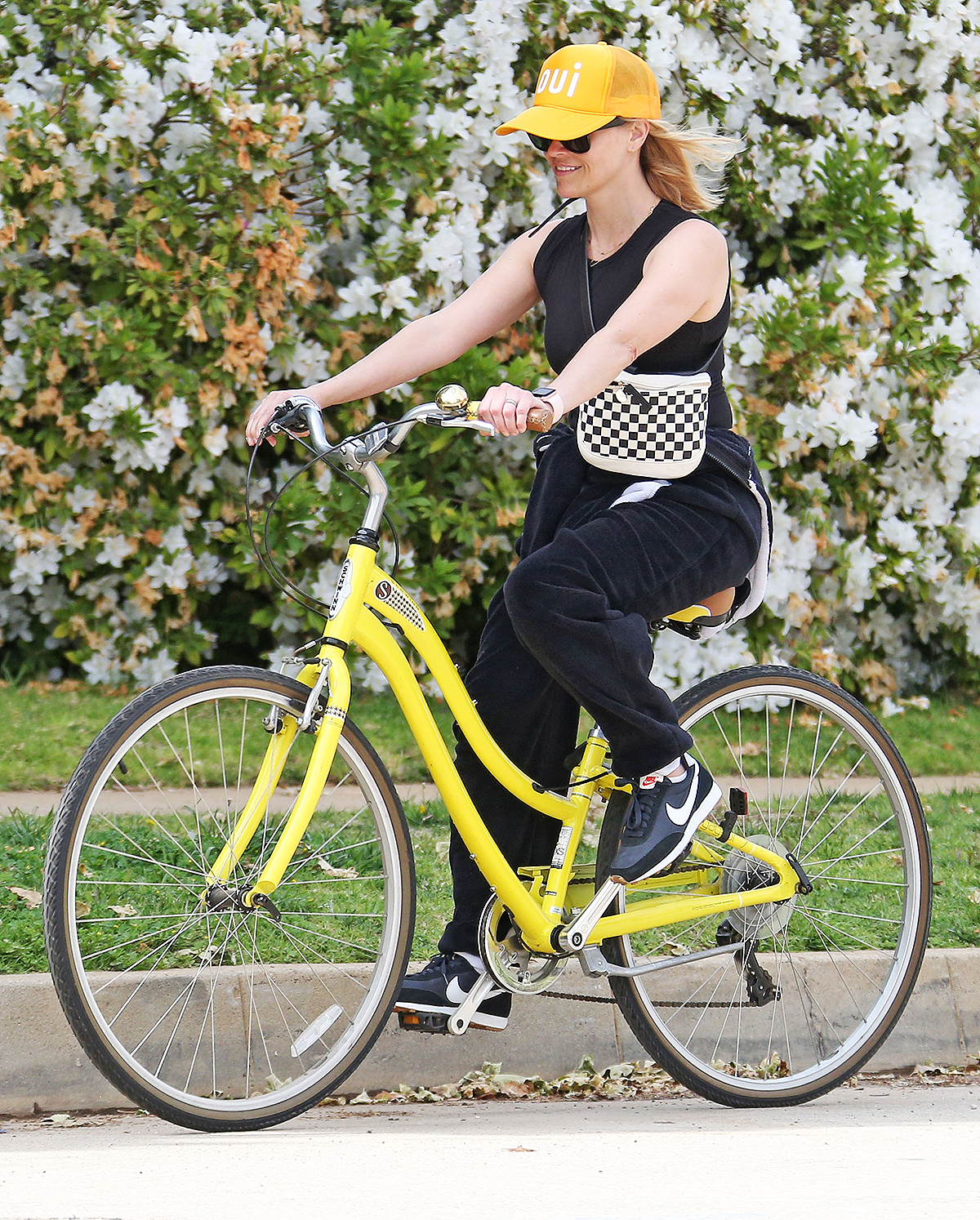 Reese Witherspoon rides her bike in Los Angeles. Reese Witherspoon out and about, Los Angeles - 31 Mar 2020