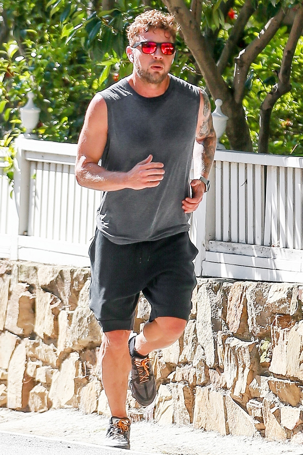 Ryan Phillippe heads out for a jog in the sunshine