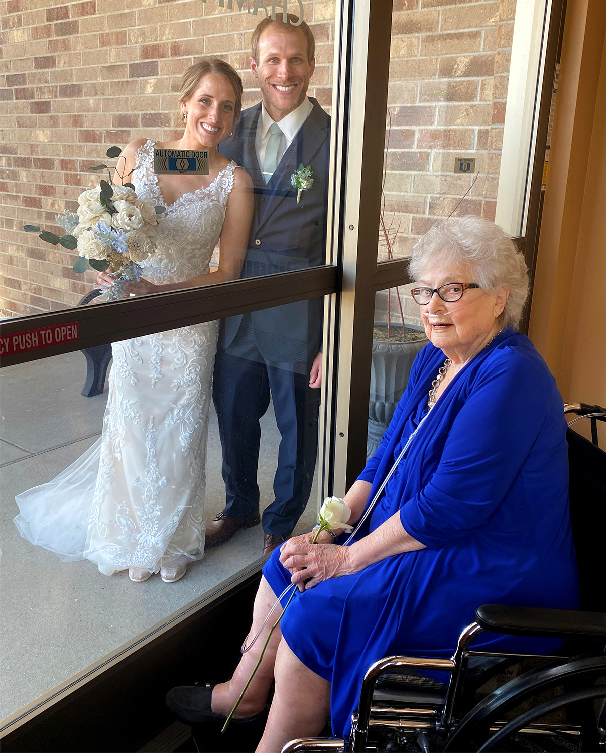 """Rapid Recovery & Aquatic Center patient, """"Grandma"""" Janis joins Granddaughter Shauna on her wedding day, despite COVID-19 isolation precautions."""