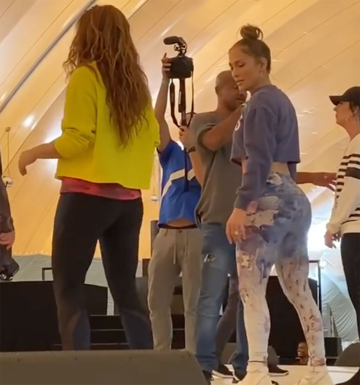 Jennifer Lopez and Shakira superbowl rehearsal