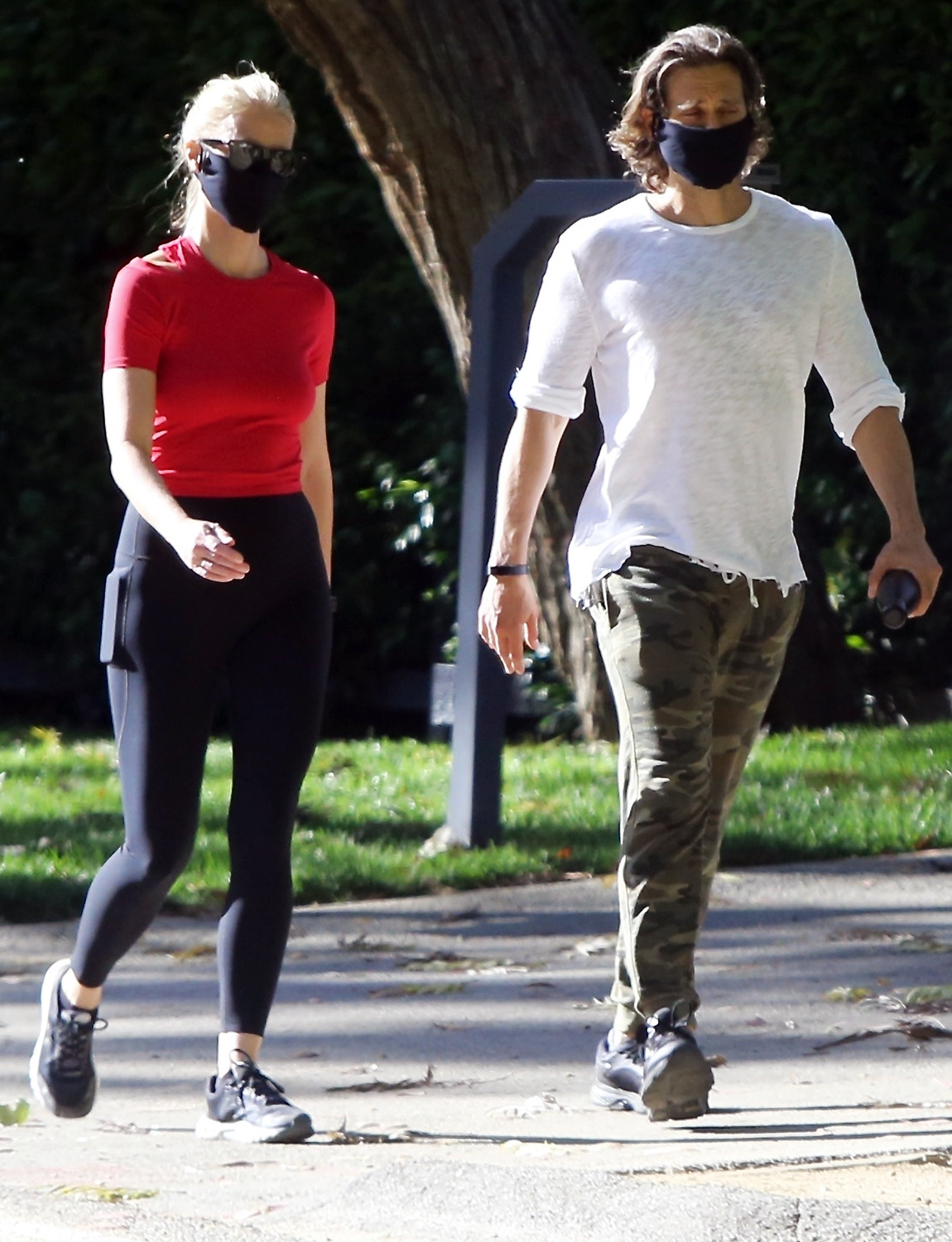 Gwyneth Paltrow and Brad Falchuk On Romantic Stroll