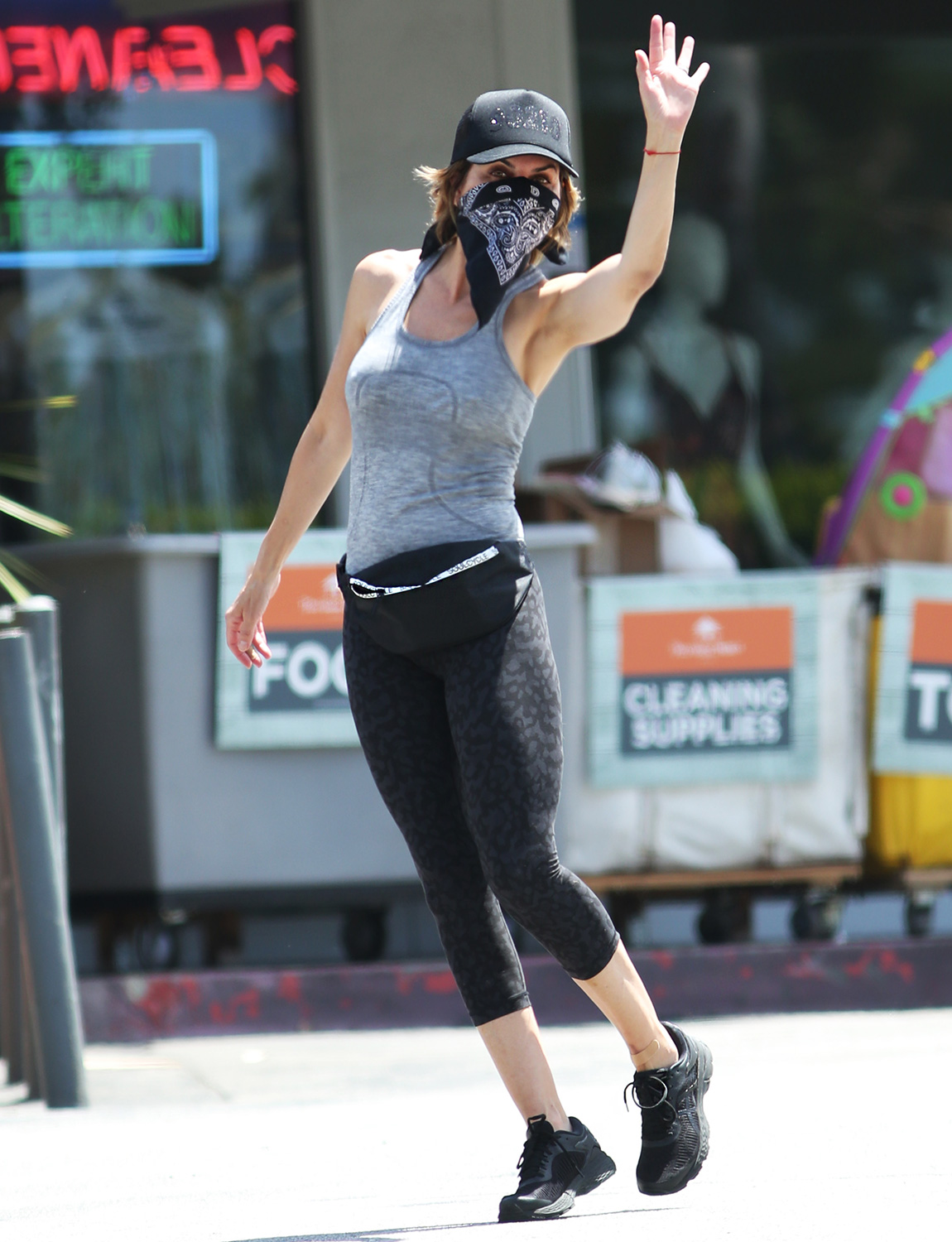 Lisa Rinna Covers Her Face Up With A Bandana While Spotted At Her Favourite Shopping Center In Bel-Air!