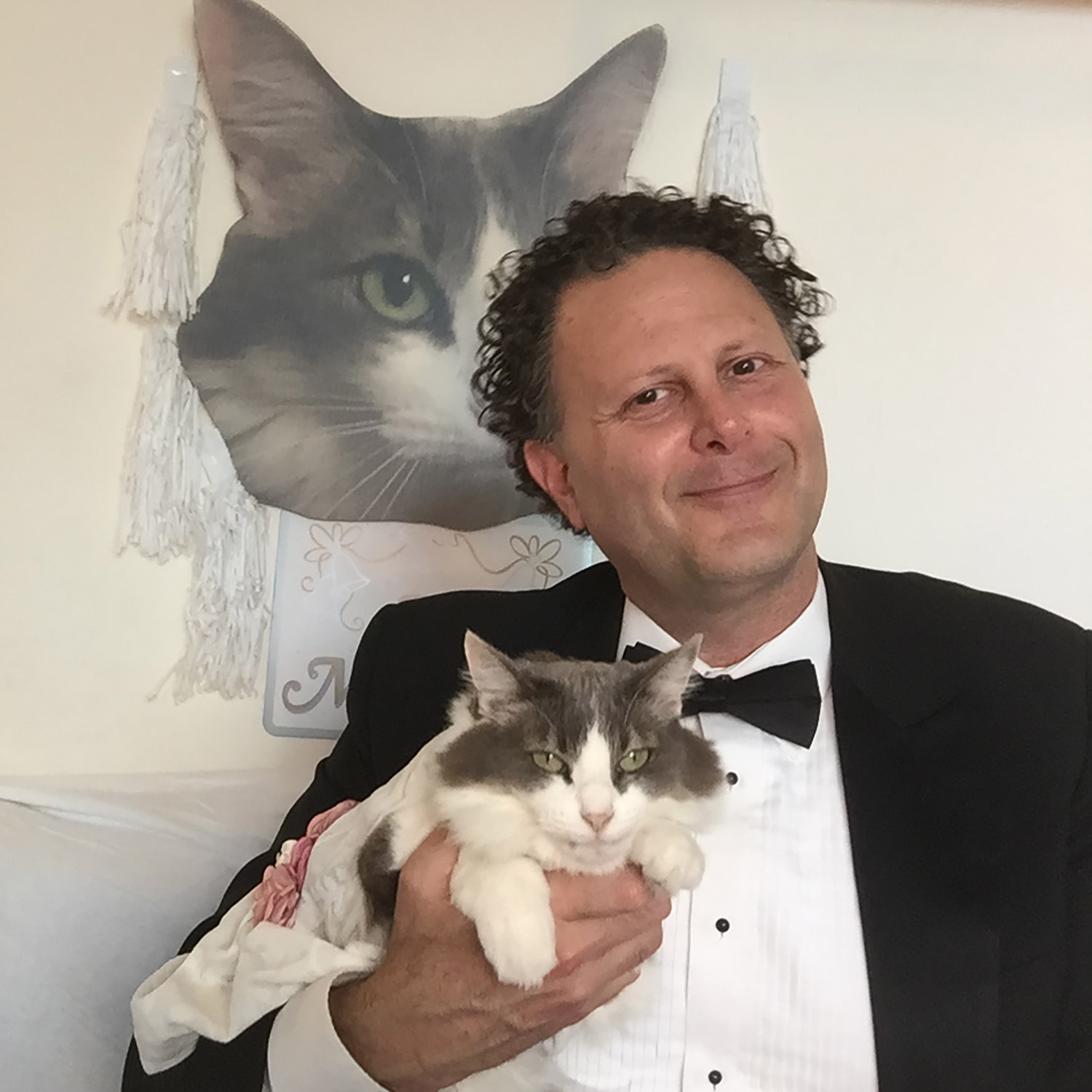 Man Plans to Marry His Cat for Charity