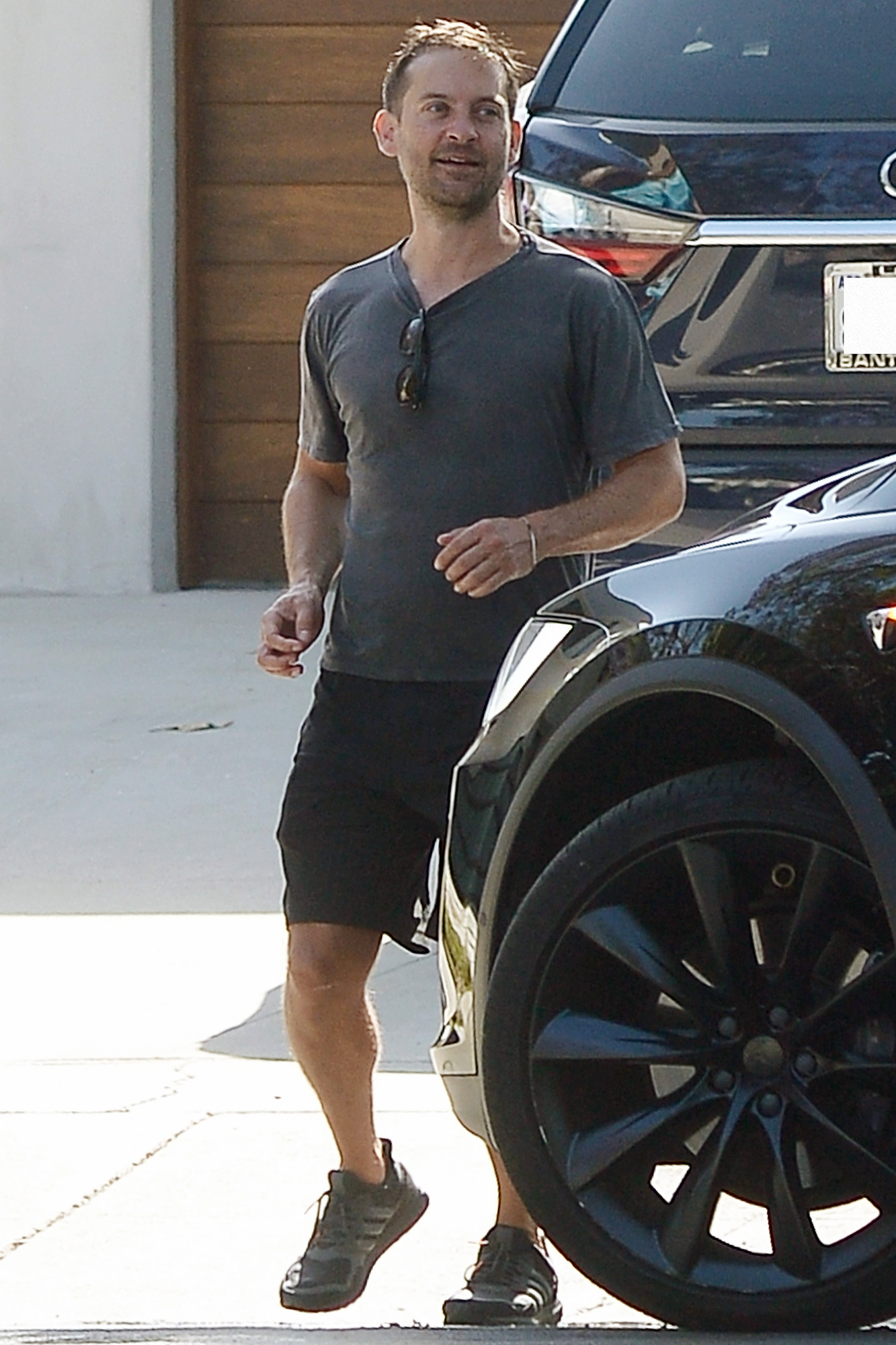 Tobey Maguire Keeps Socially Distant While on a Visit to Friends in Los Angeles