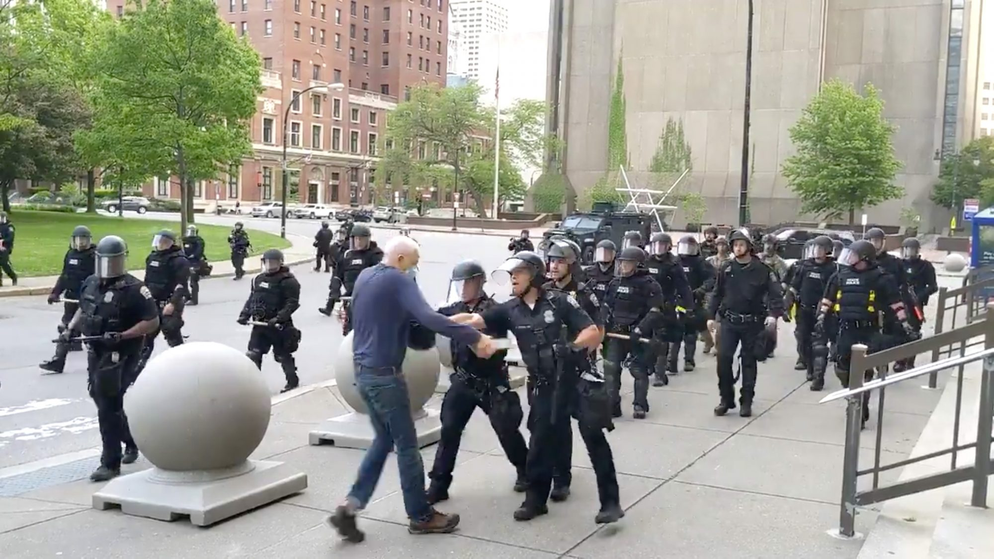 Police officers shove man in Niagara Square to the ground, Buffalo, NY
