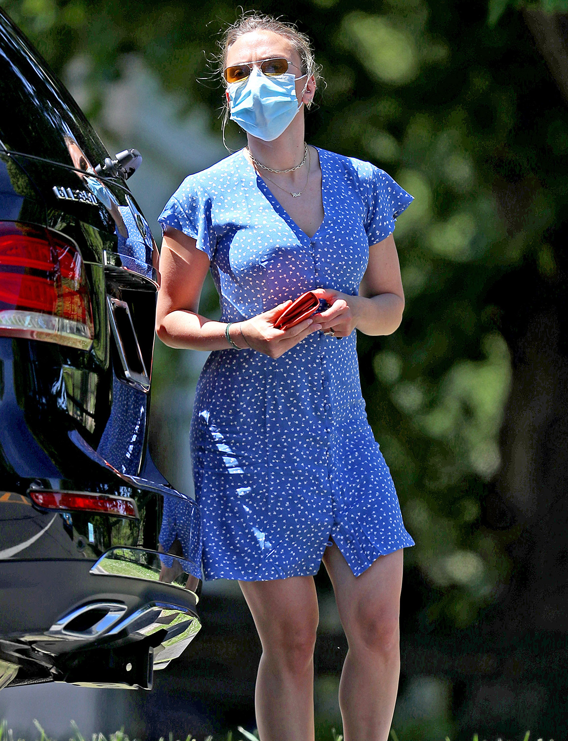 Scarlett Johansson Gets Her Hands Dirty While Cleaning Her SUV in The Hamptons.