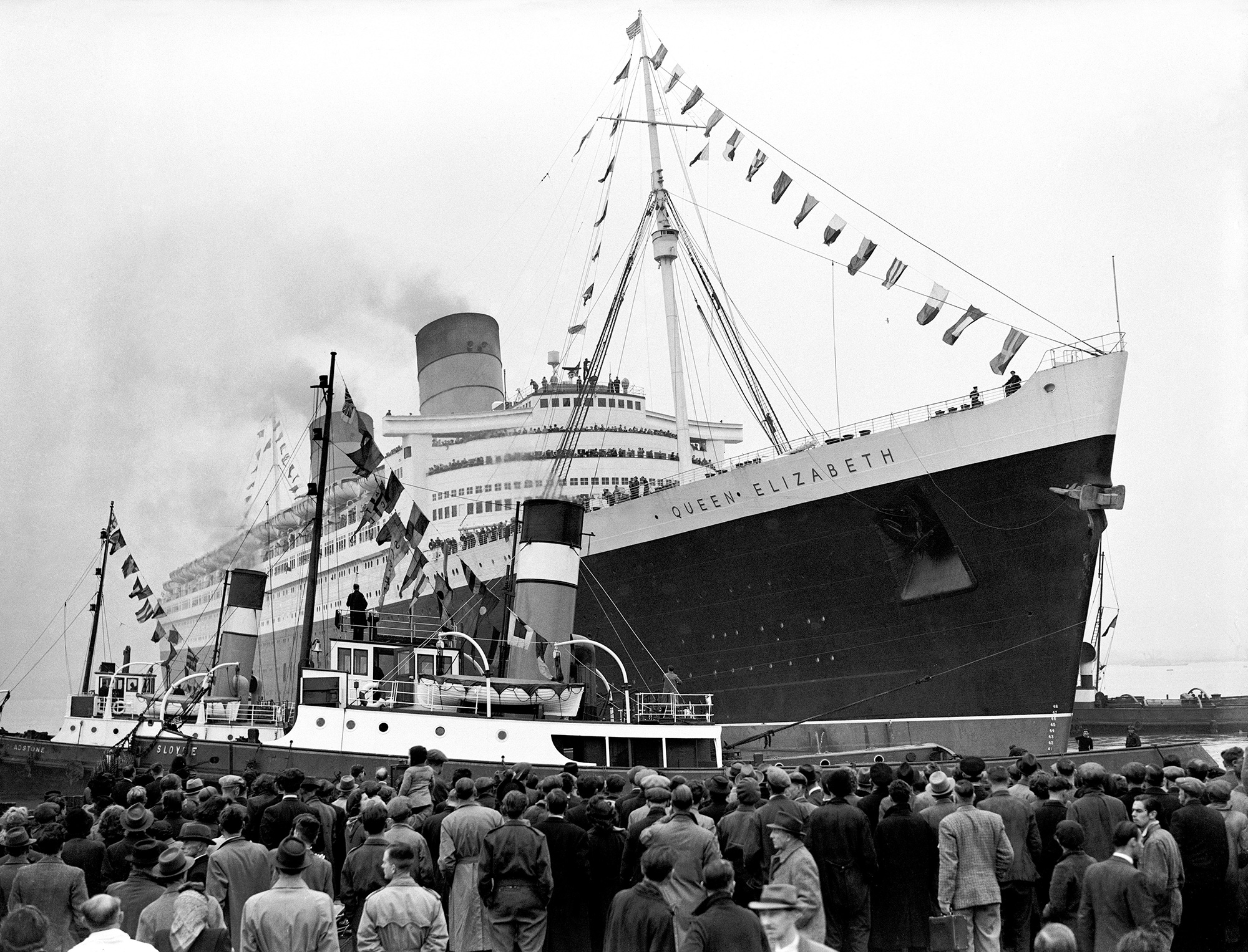 UK Transport - Sea - Liners - RMS Queen Elizabeth - Southampton - 1946