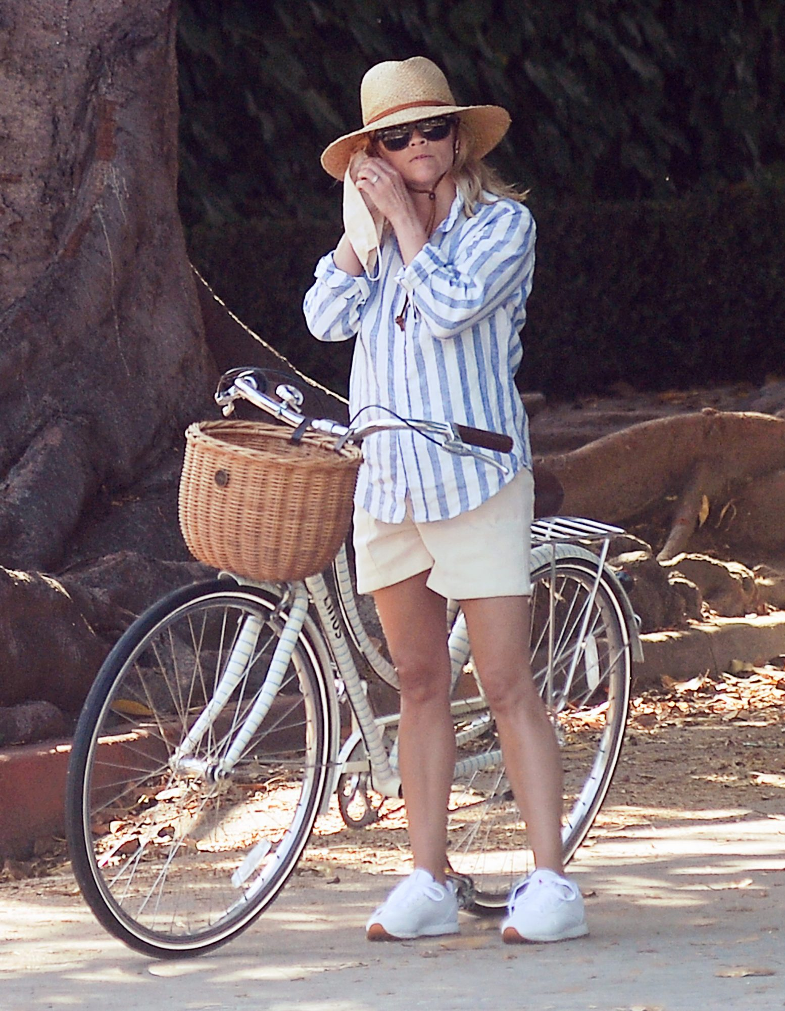 Reese Witherspoon and Jim Toth Head Out for a Bike Ride on Father's Day in Los Angeles