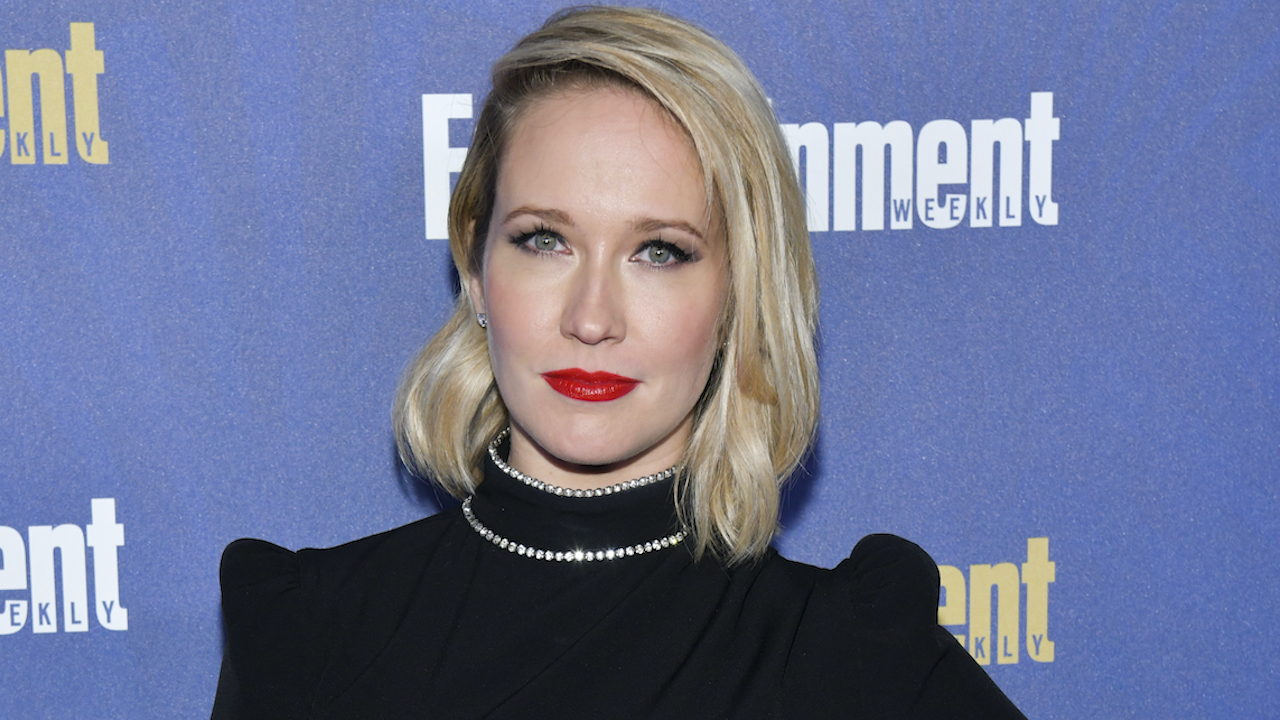 Anna Camp Talks Her 'Delirious' Time Shooting The Lovebirds with Kumail Nanjiani & Issa Rae