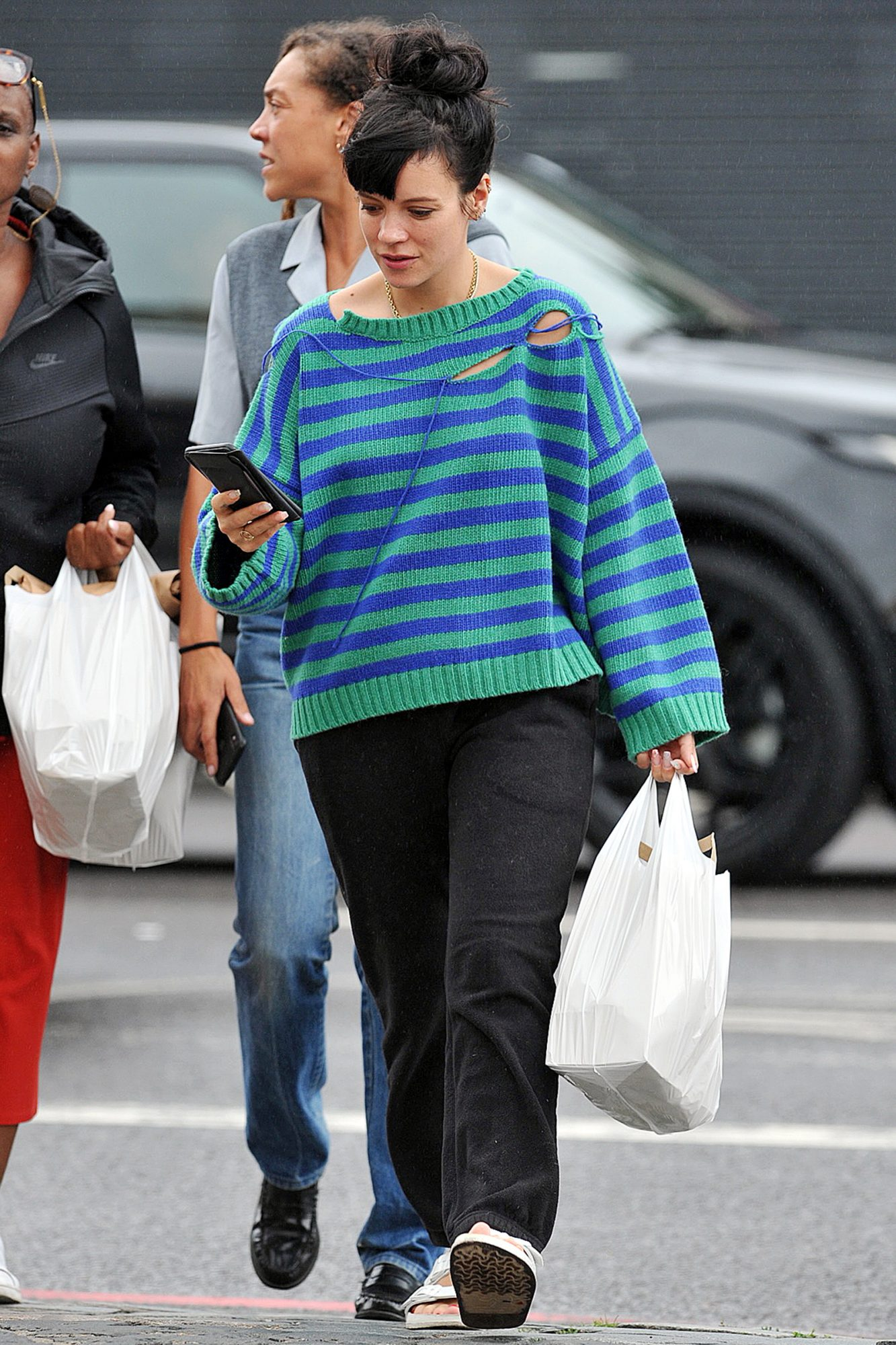 Lily Allen Flashes Bra While Hanging Out With Friend Miquita Oliver And Her Celebrity Chef Mum Andi
