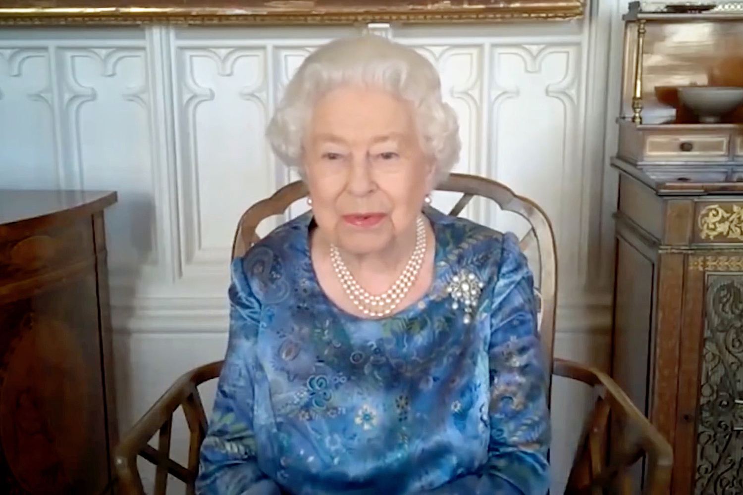 Queen laughs at serviceman s lockdown training regime of pushing a car through the streets