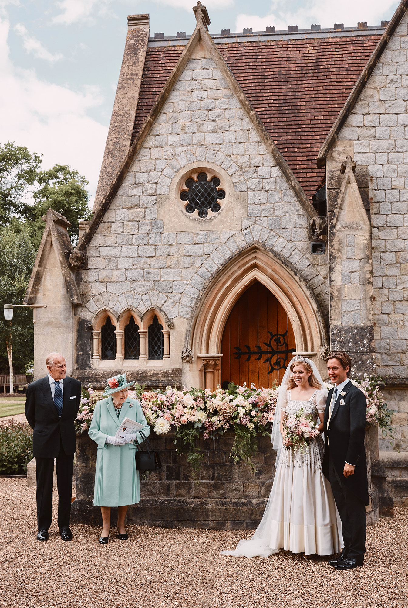 Princess Beatrice Wore Hand Me Down Wedding Dress From Queen