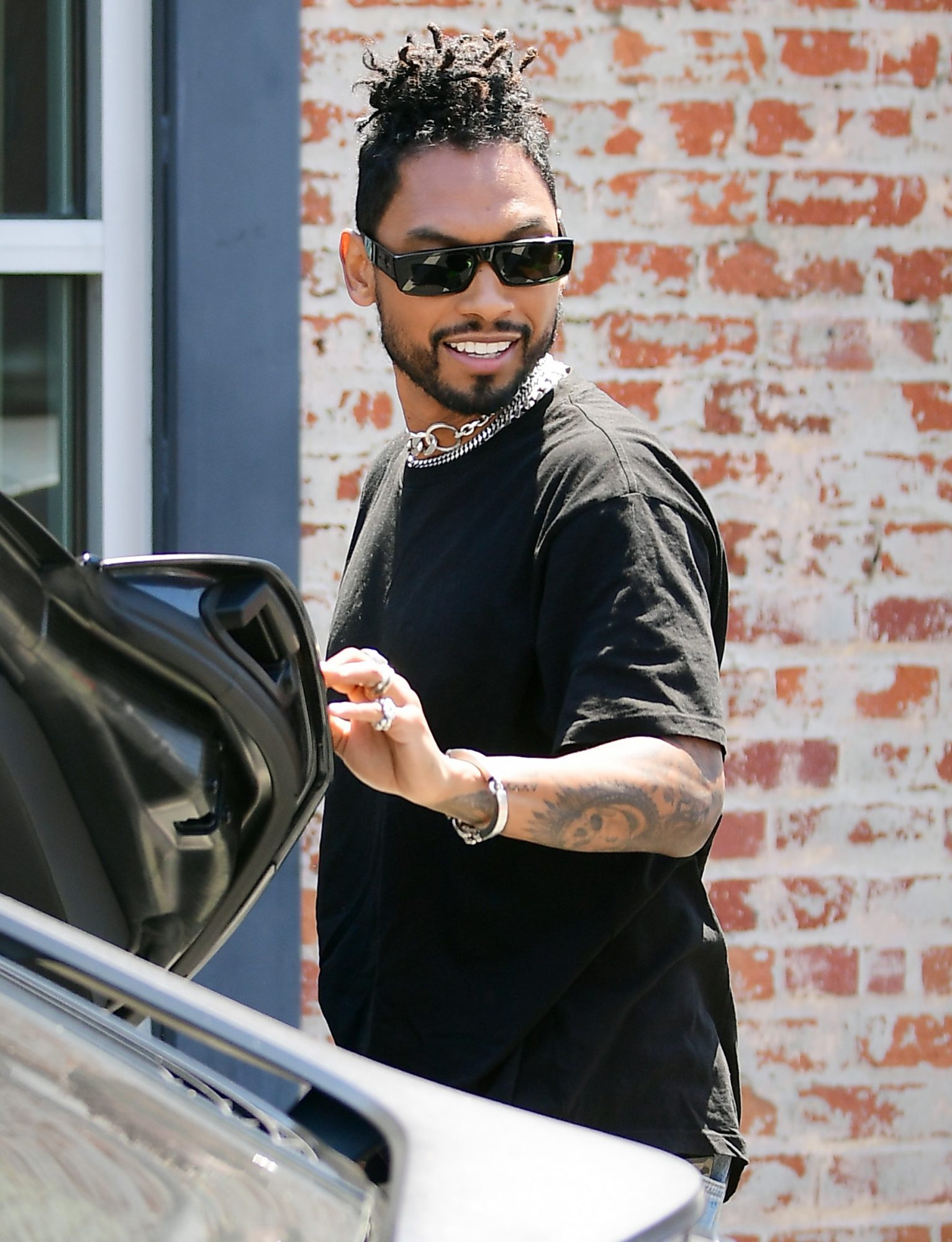 Miguel shooting New Project in LA with Hailey Bieber
