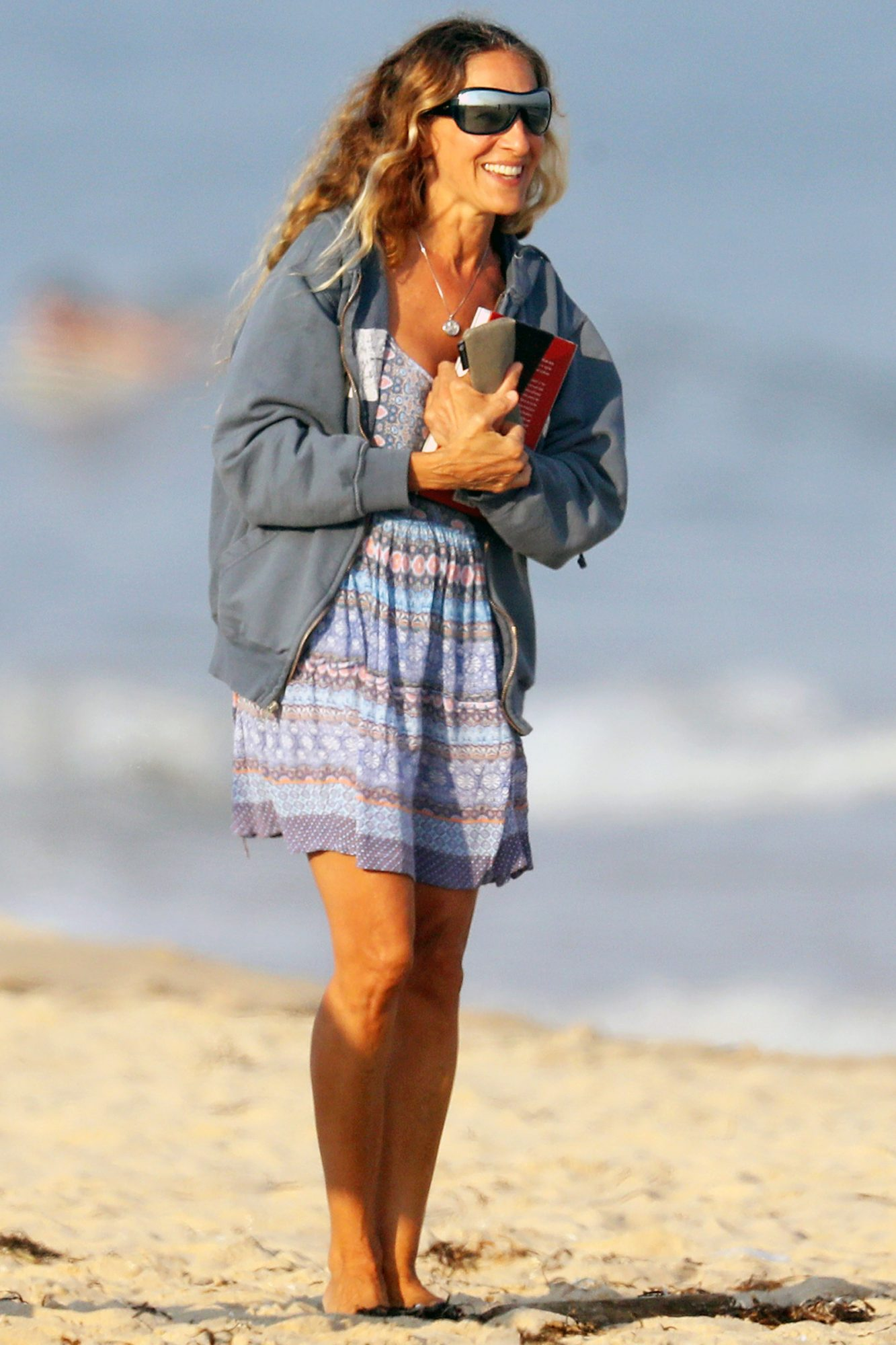 Sarah Jessica Parker Heads To The Beach With Friends in The Hamptons.