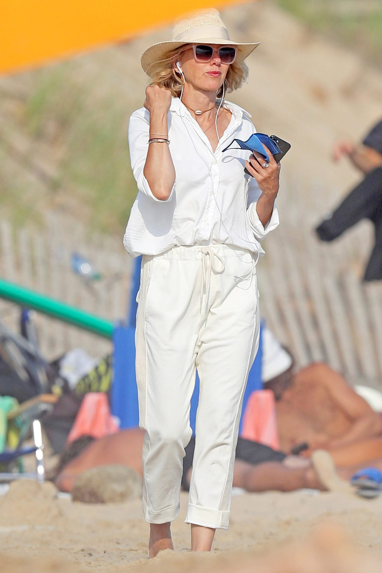 Naomi Watts Hits The Beach With Some Takeout Food in The Hamptons.