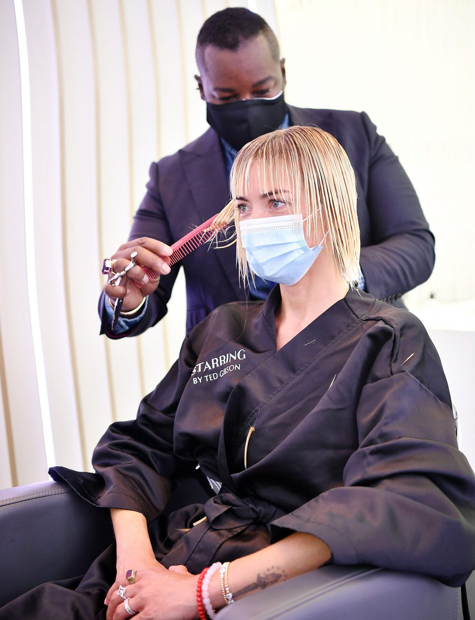 Ted Gibson cuts Jaime King's hair at the opening of STARRING by Ted Gibson Salon on August 17, 2020