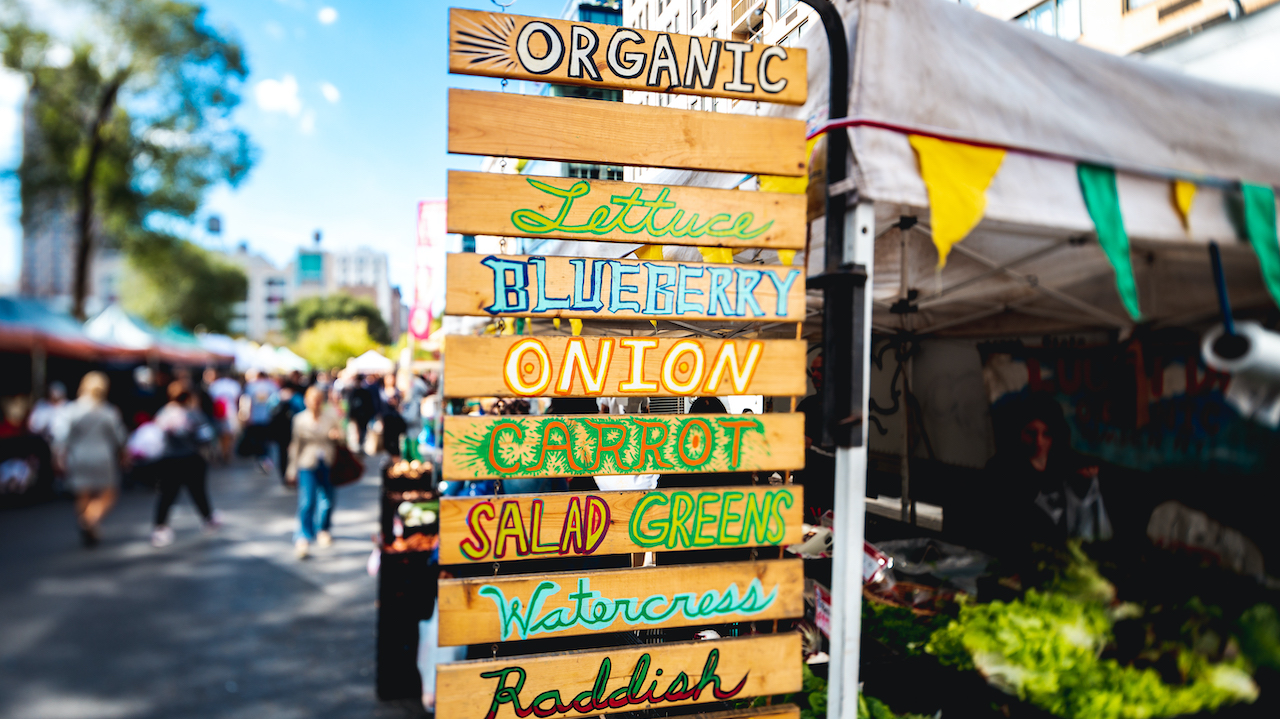 Here's Your Fall Guide to Navigating Your Local Farmers Market